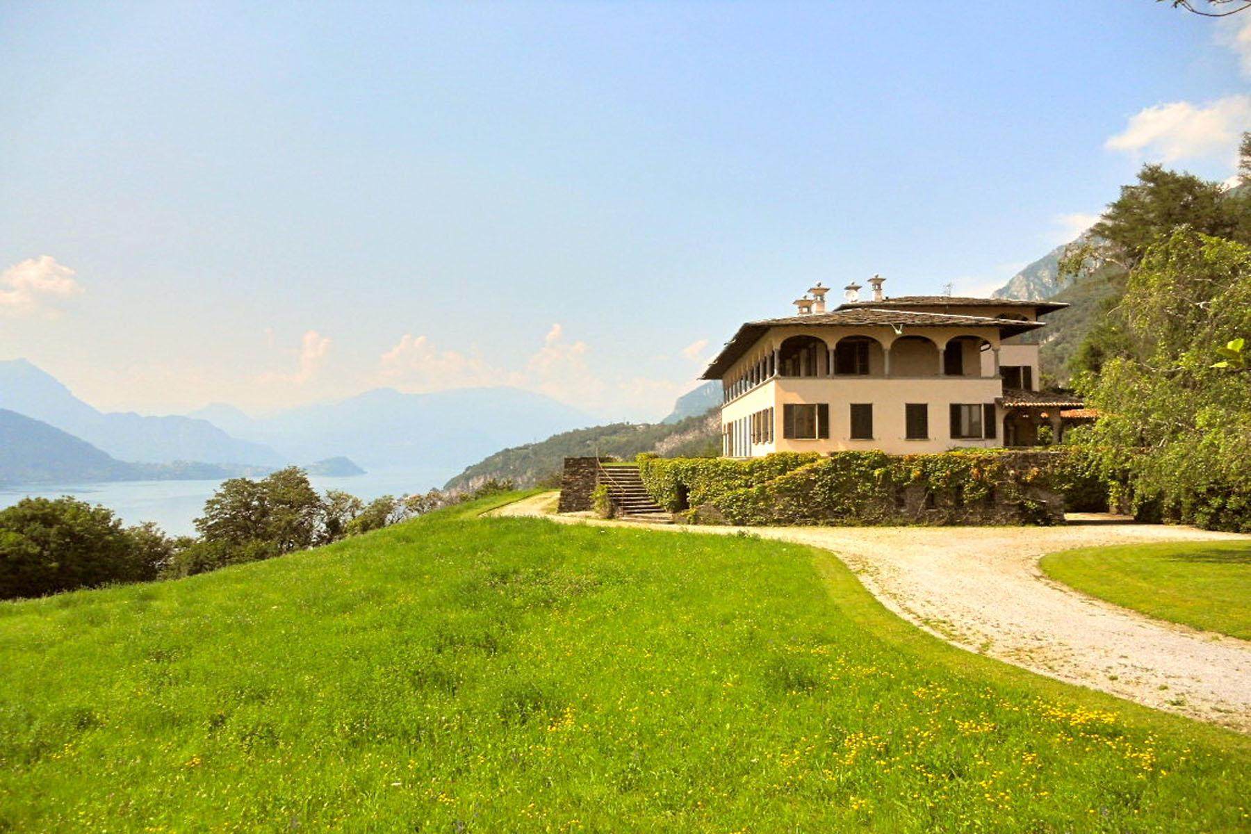 Villa in Vendita a Mandello Del Lario: 5 locali, 900 mq
