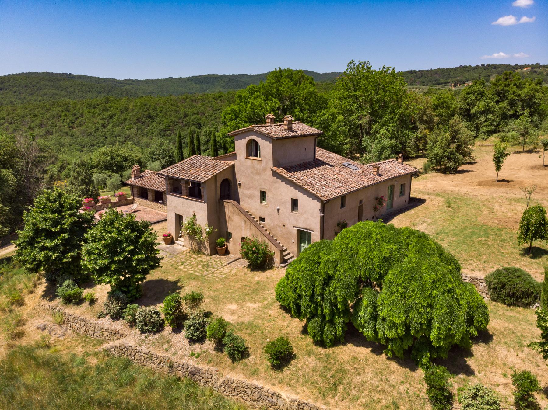 Villa in Vendita a Monte San Savino: 5 locali, 340 mq
