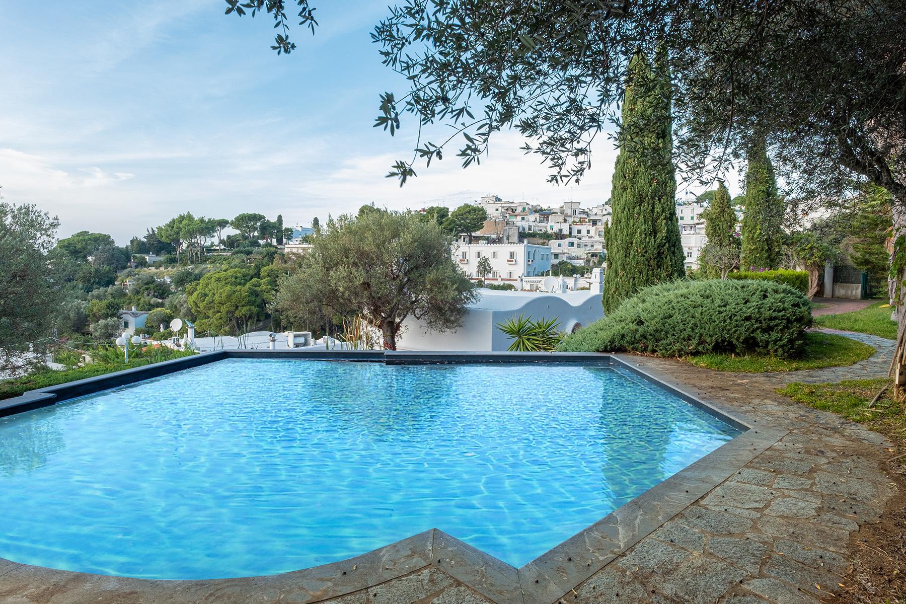 Villa in Vendita a Capri: 5 locali, 250 mq