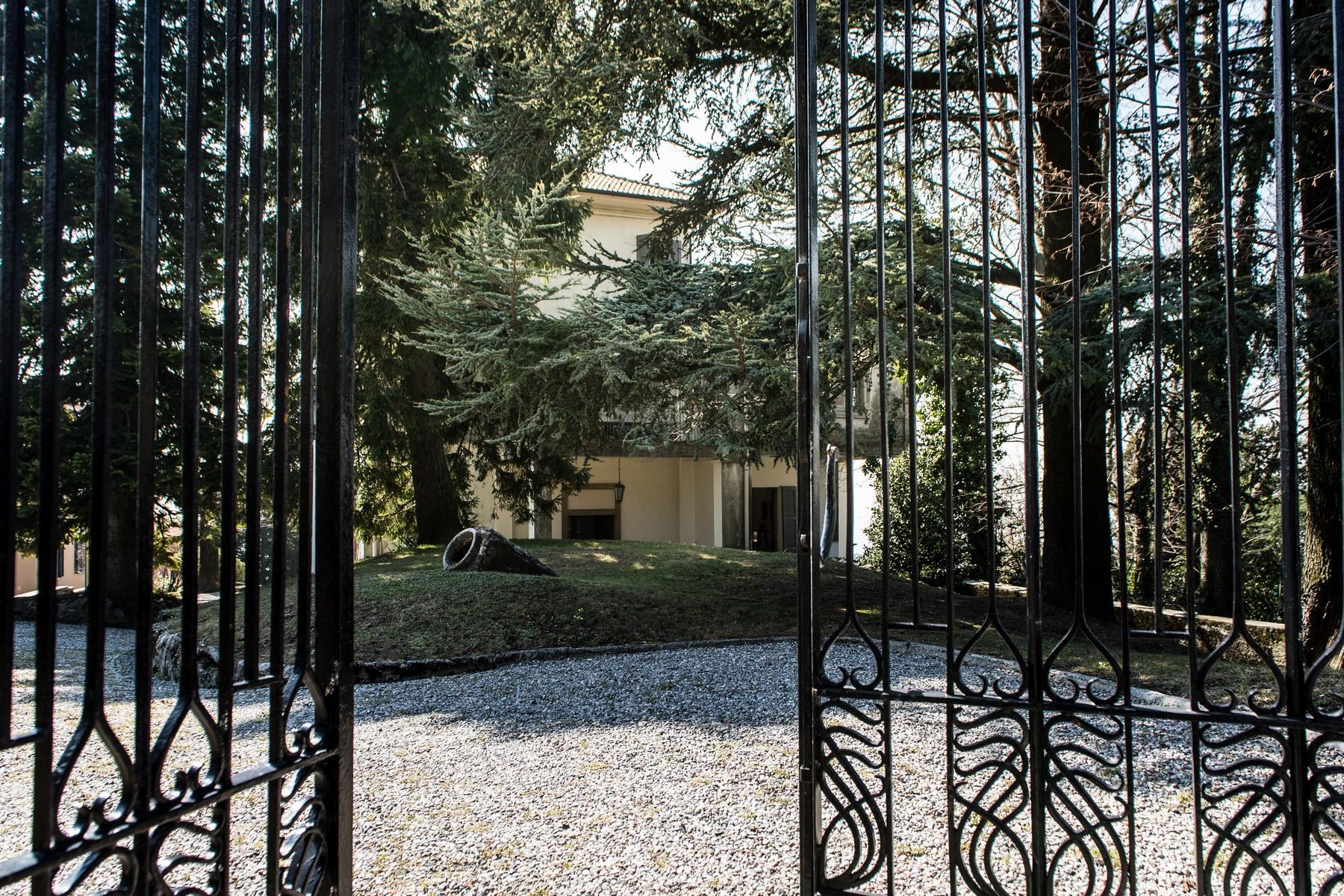 Villa in Vendita a Brunate via scalini