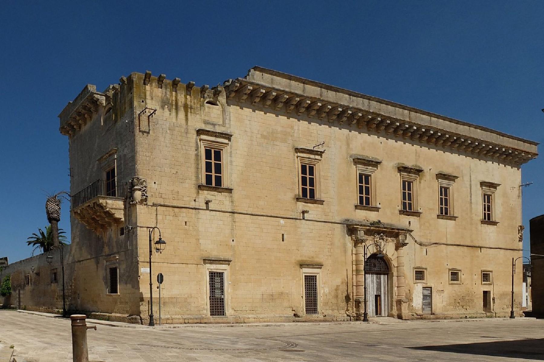 Palazzo in Vendita a San Donato Di Lecce: 5 locali, 1200 mq