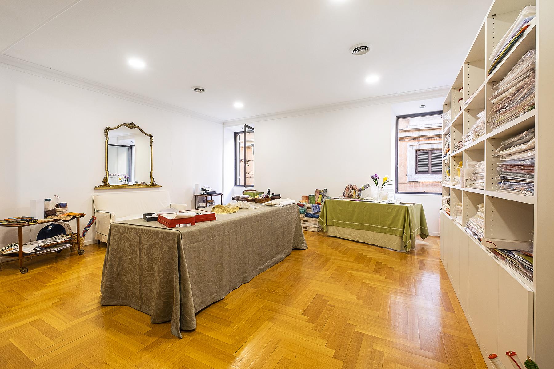 Negozio-locale in Affitto a Roma: 3 locali, 80 mq
