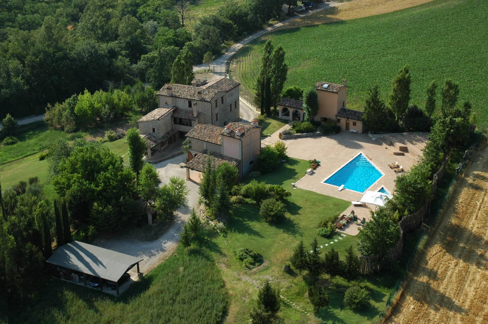 Rustico in Vendita a Montone: 5 locali, 700 mq