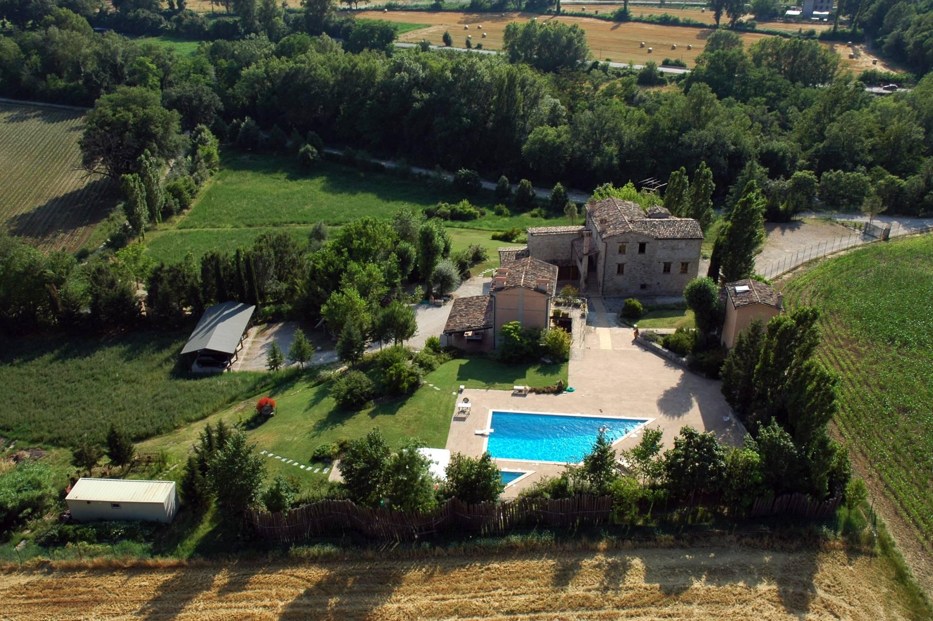 Rustico in Vendita a Montone: 5 locali, 700 mq - Foto 2