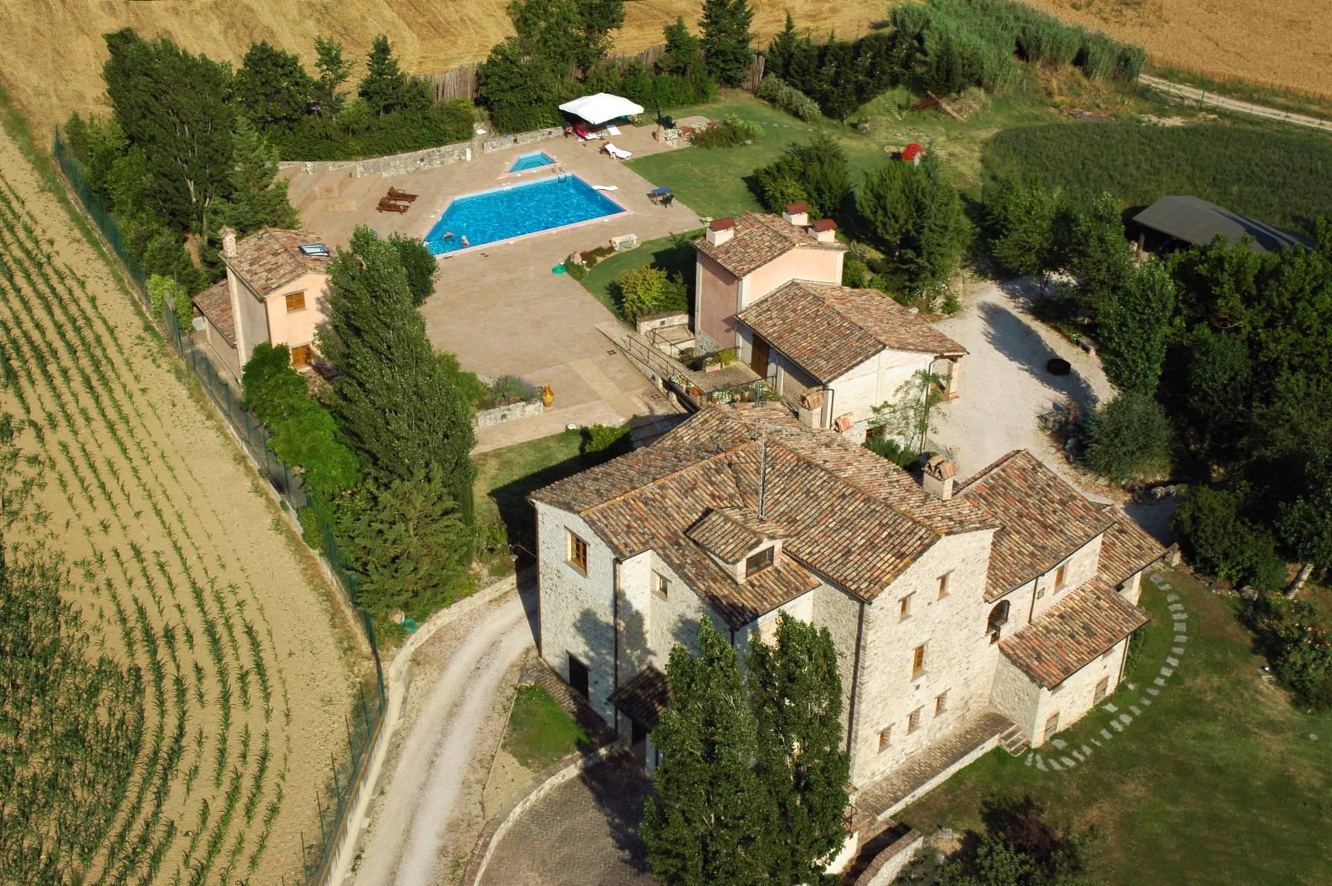 Rustico in Vendita a Montone: 5 locali, 700 mq - Foto 5