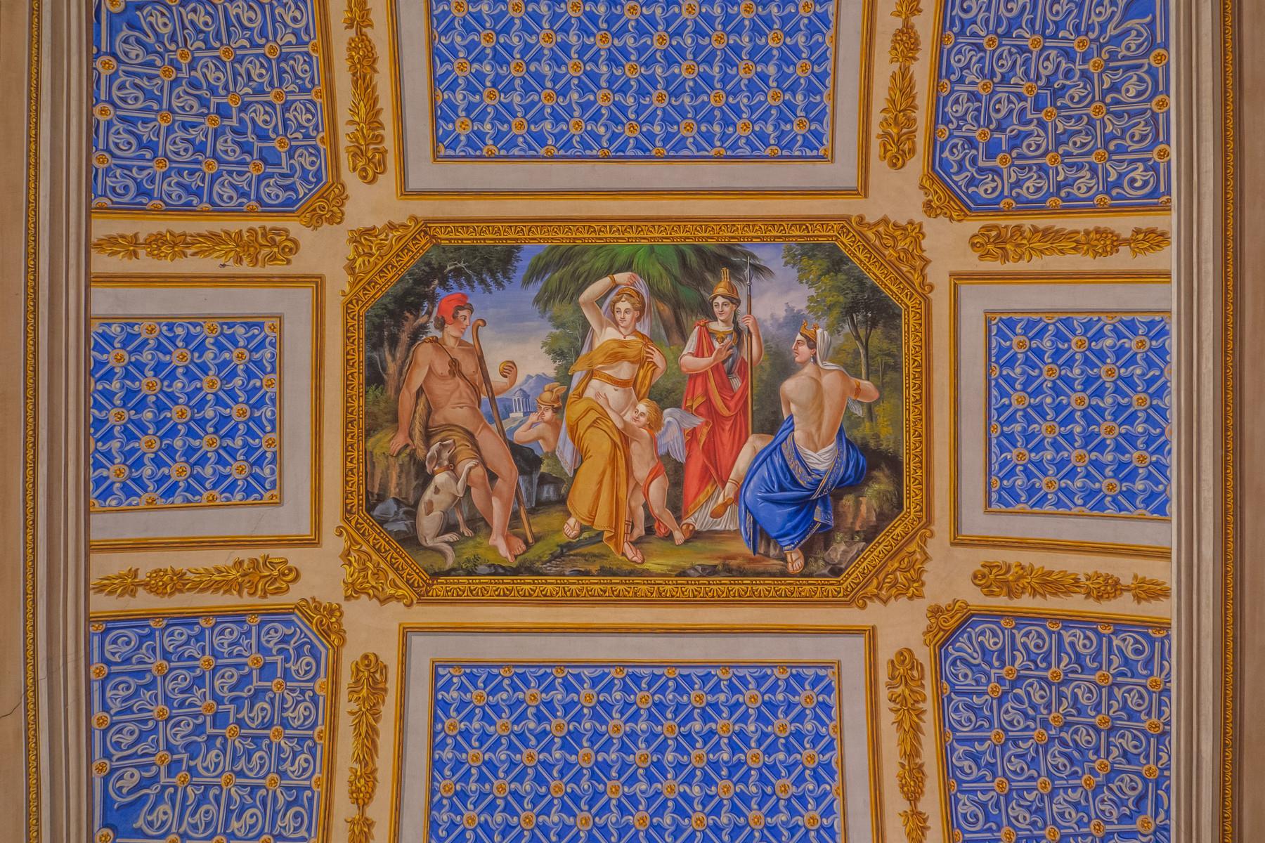 Palazzo in Vendita a Saluzzo: 5 locali, 1200 mq