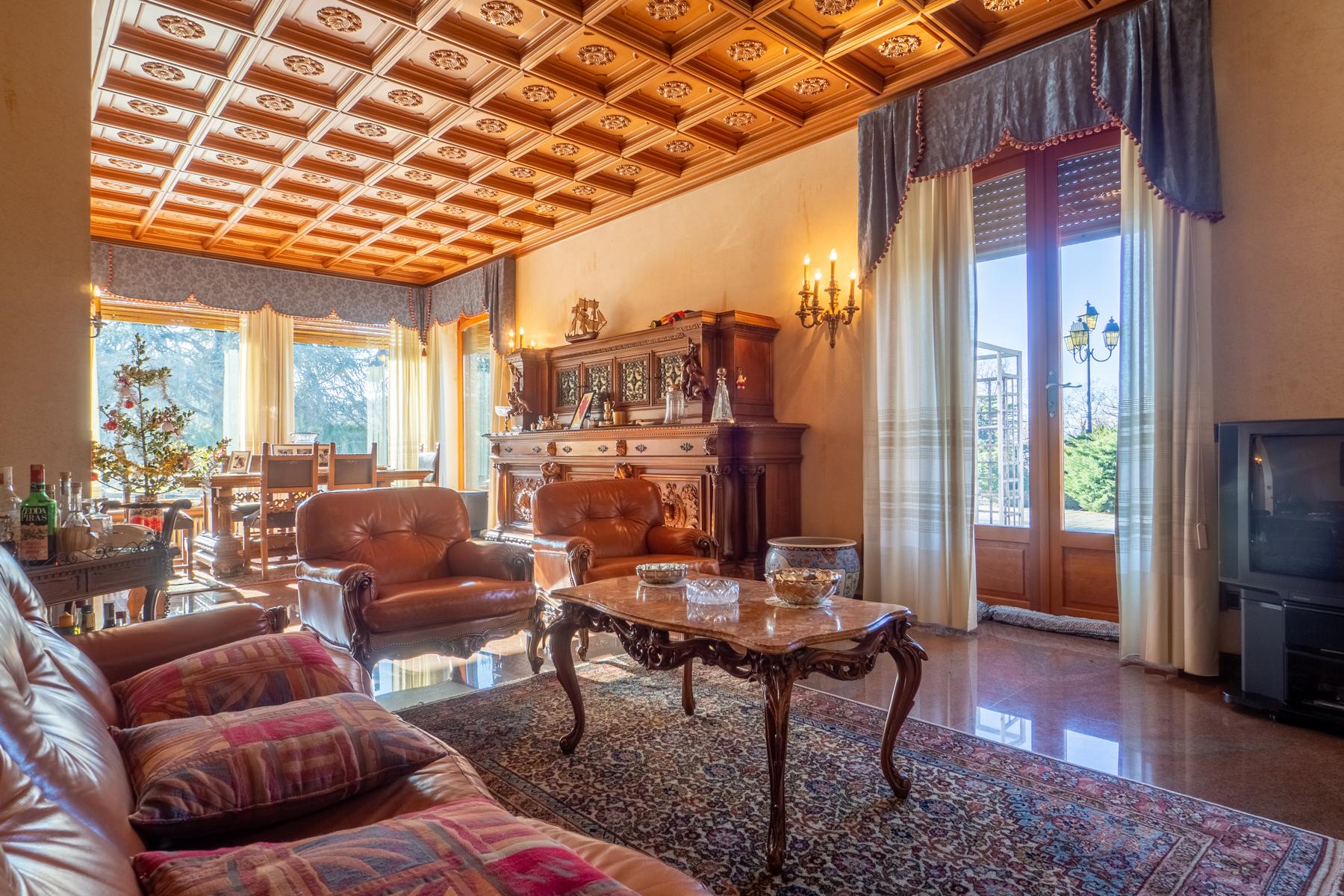 Villa in Vendita a Torino Semicentro: 5 locali, 940 mq