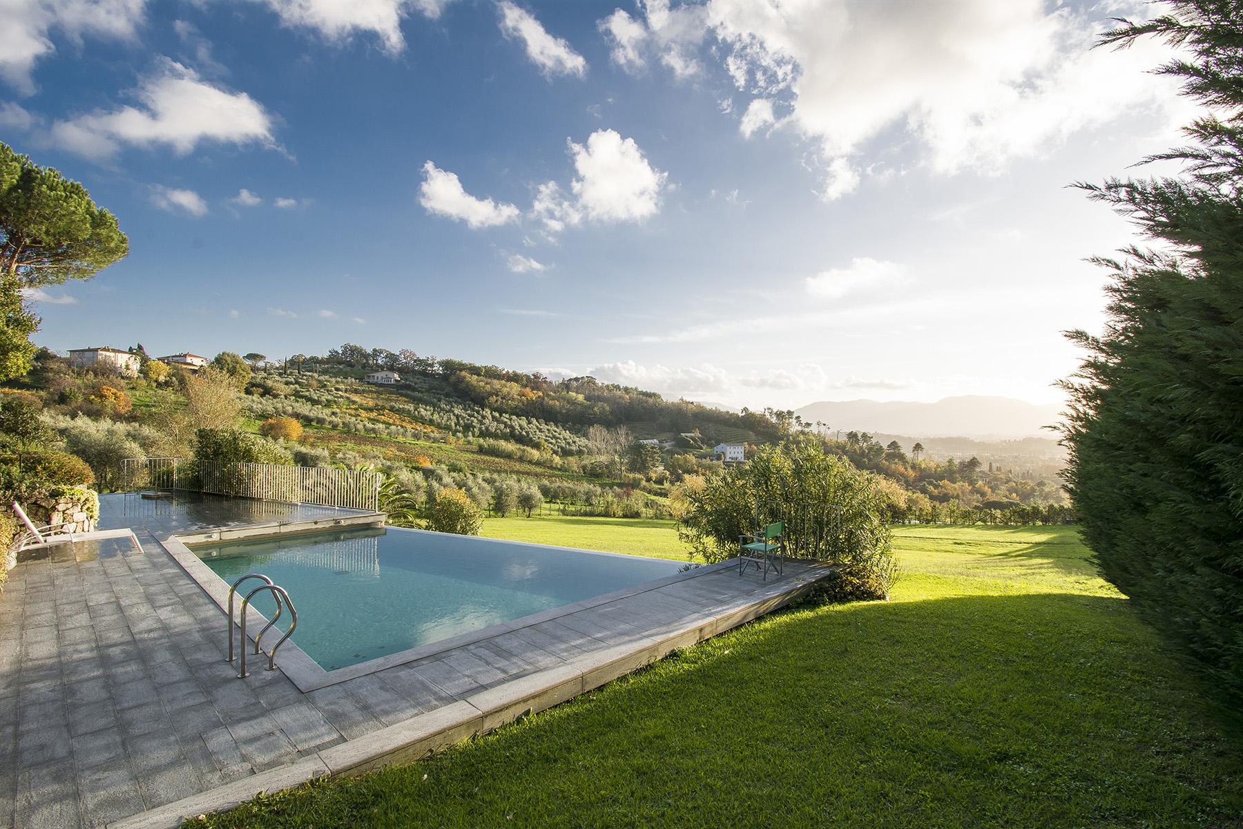 Villa in Vendita a Lucca: 5 locali, 470 mq