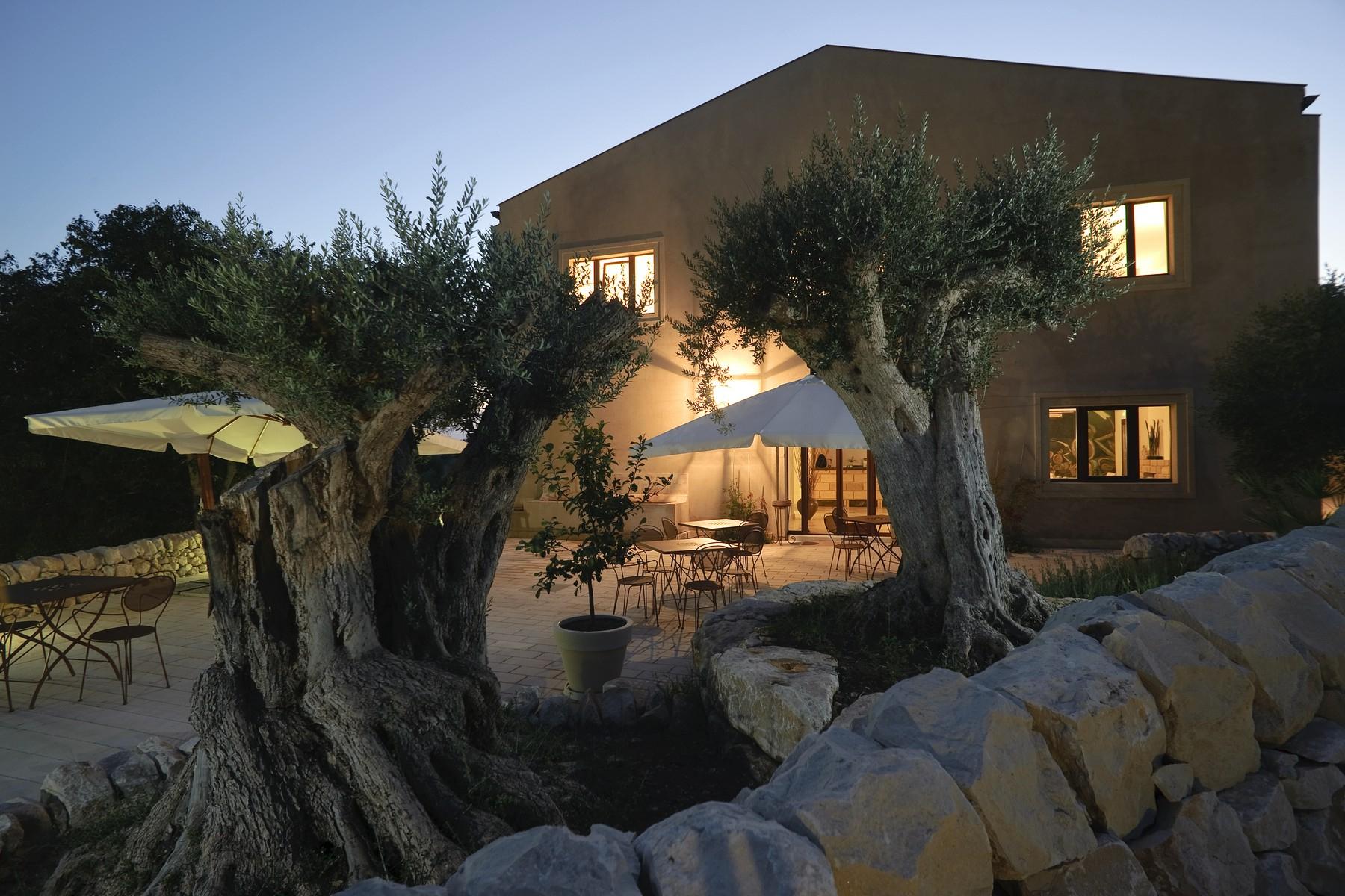 Villa in Vendita a Ragusa: 5 locali, 3000 mq