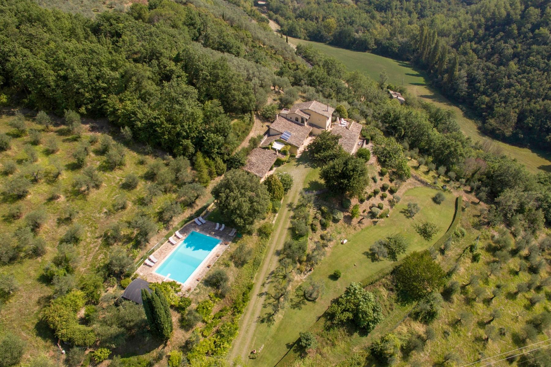 Villa in Vendita a Foligno: 5 locali, 350 mq - Foto 1