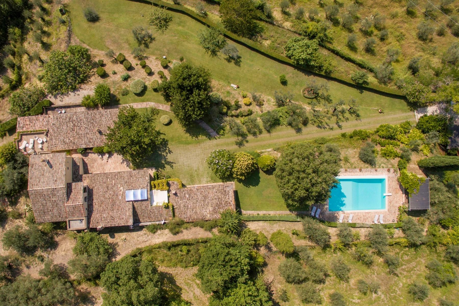 Villa in Vendita a Foligno: 5 locali, 350 mq - Foto 2