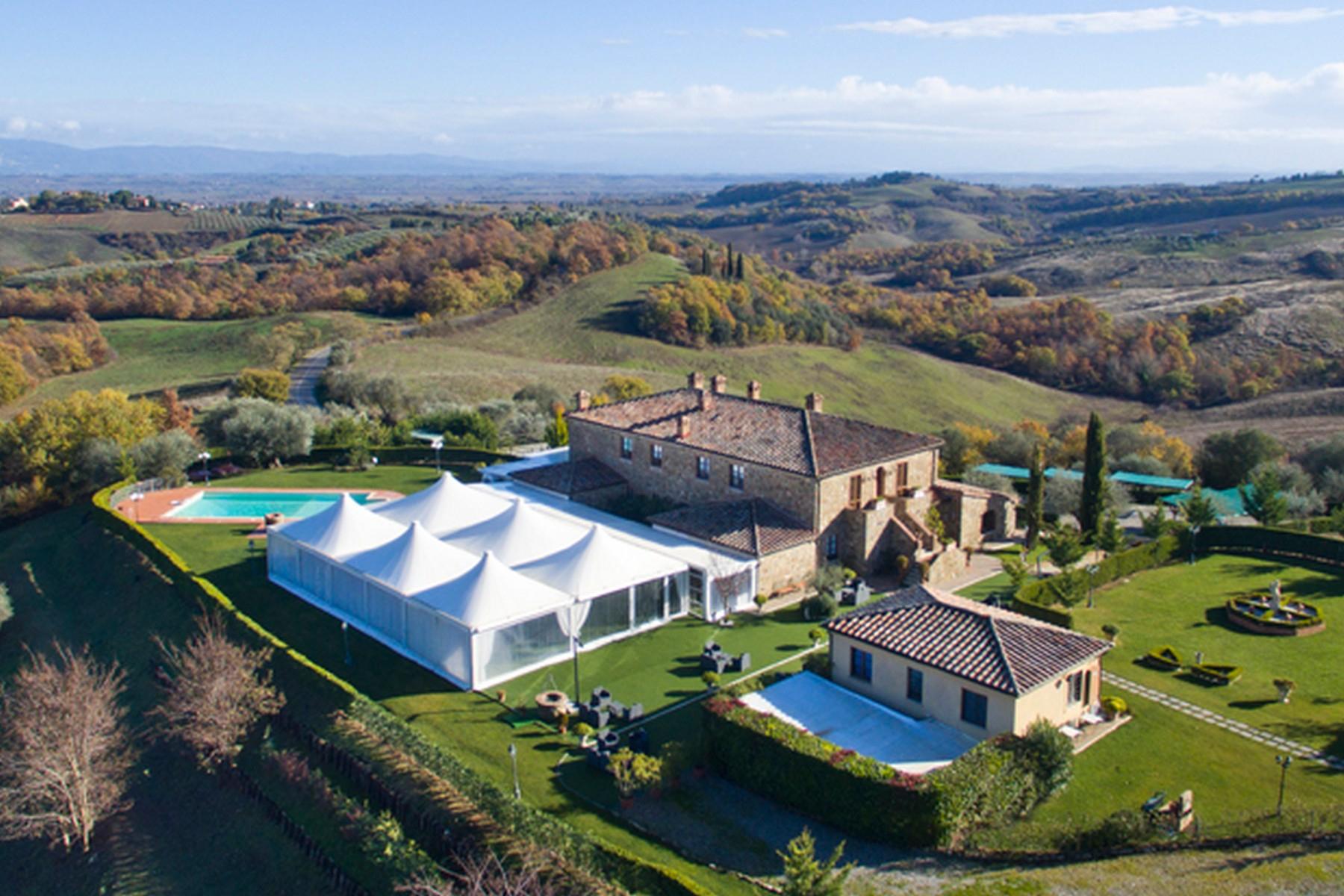 Villa in Vendita a Torrita Di Siena: 5 locali, 800 mq
