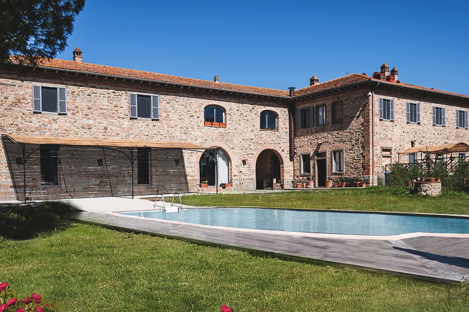 Rustico in Vendita a Castiglion Fiorentino: 5 locali, 1150 mq
