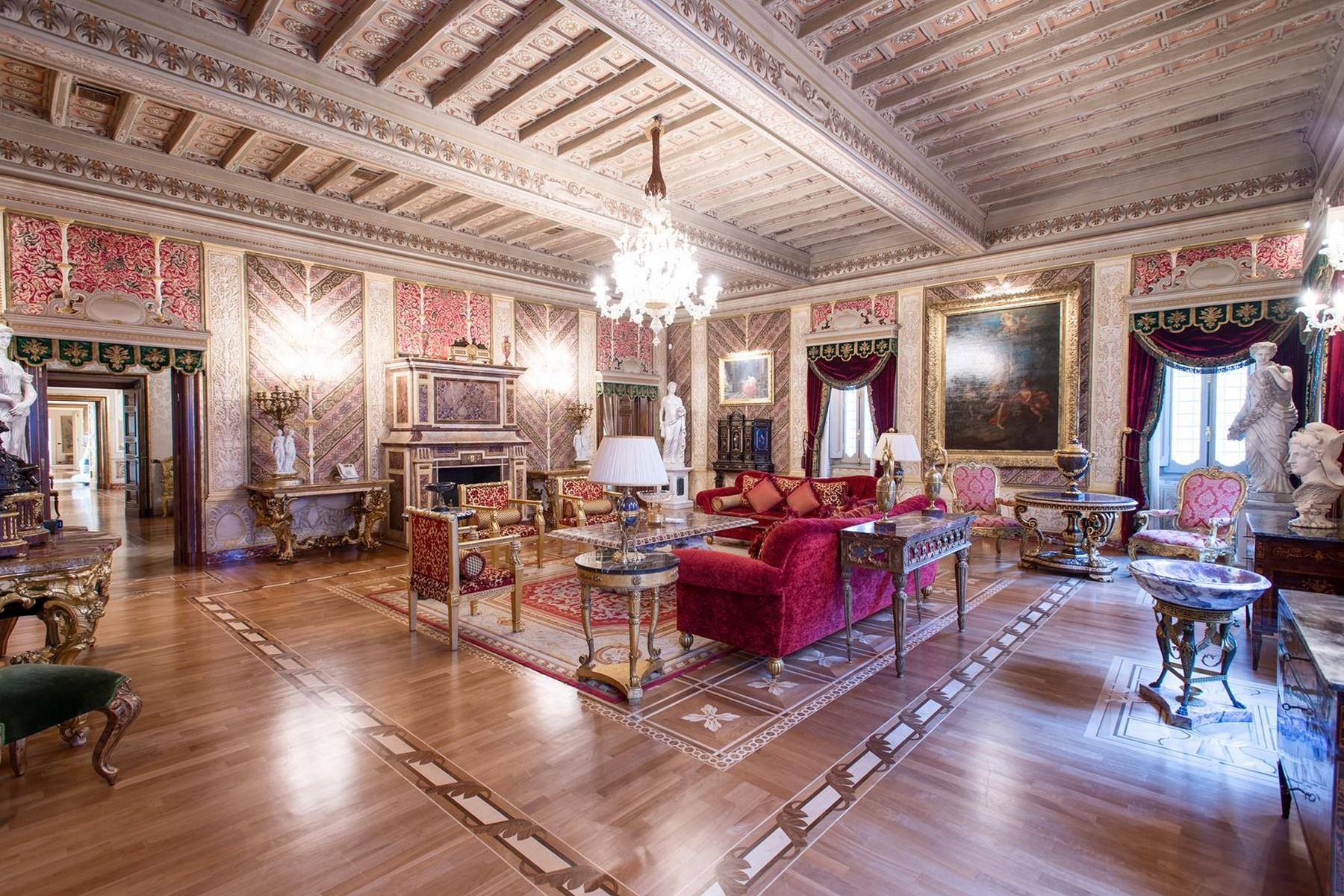 Appartamento in Vendita a Roma: 5 locali, 750 mq - Foto 2