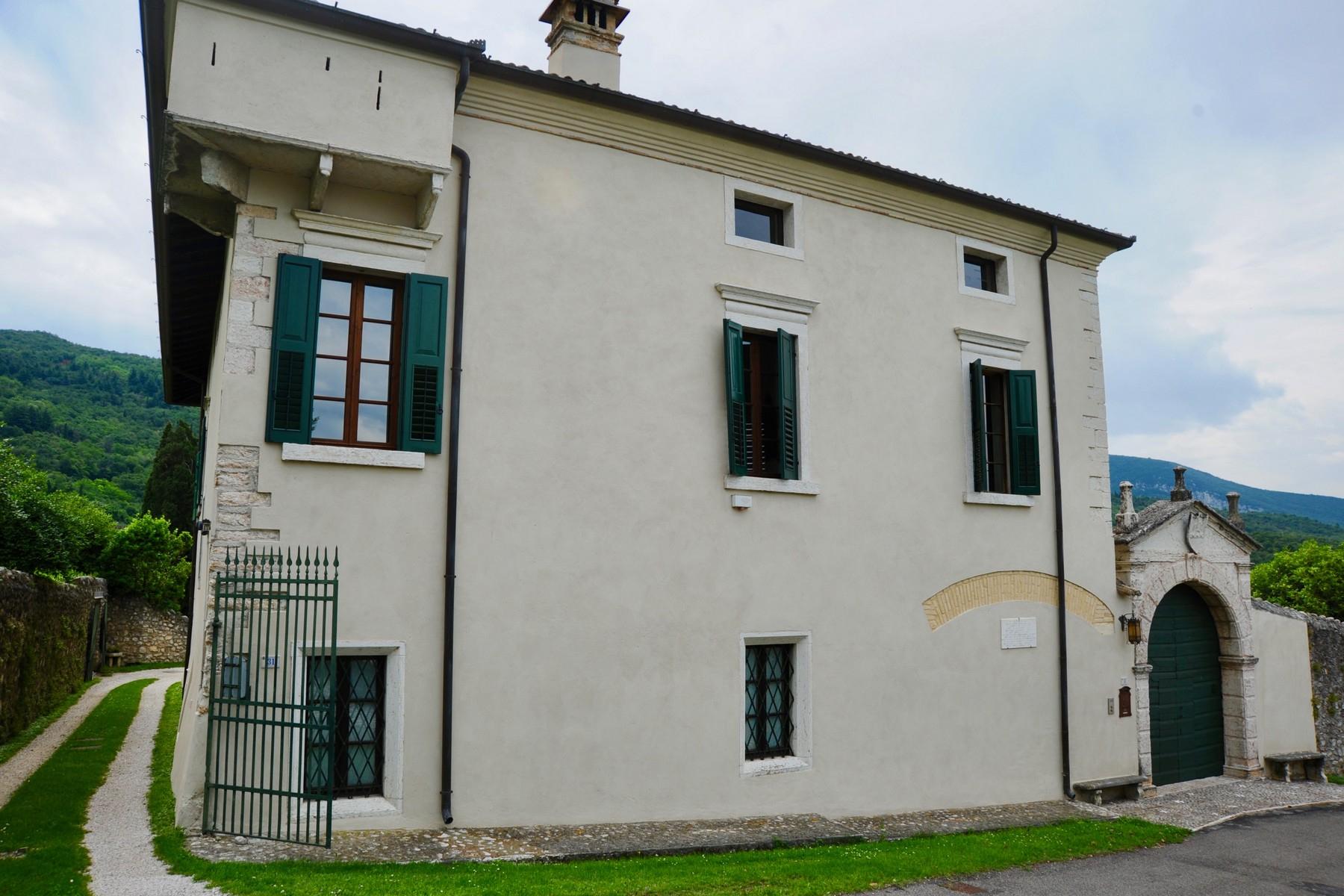 Villa in Vendita a Verona: 5 locali, 450 mq - Foto 2