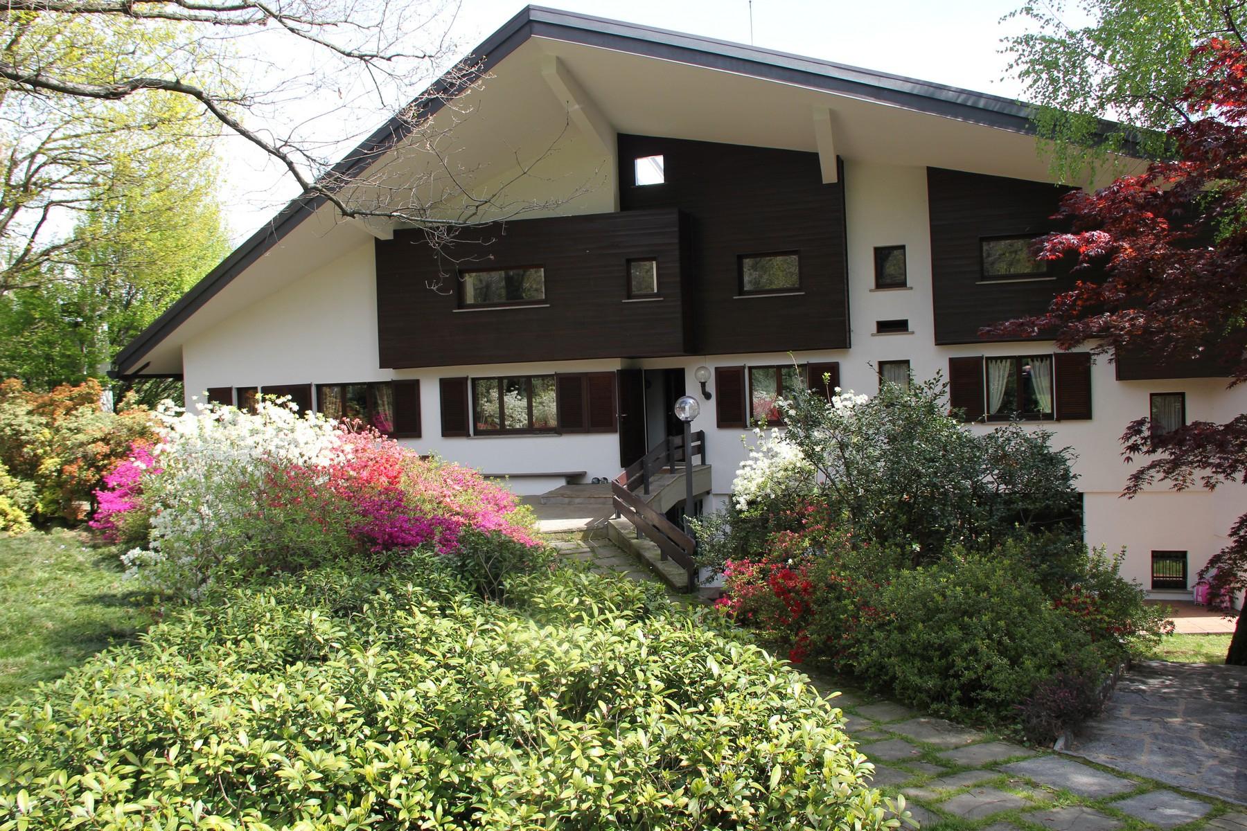 Villa in Vendita a Guanzate: 5 locali, 590 mq