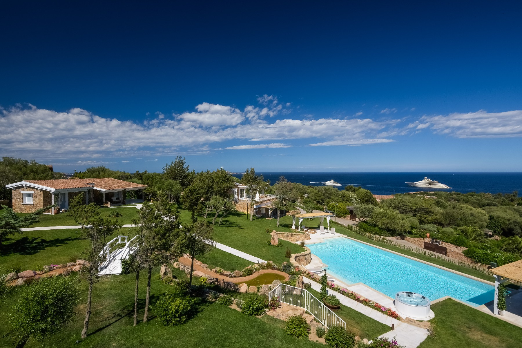 Villa in Vendita a Olbia: 5 locali, 700 mq