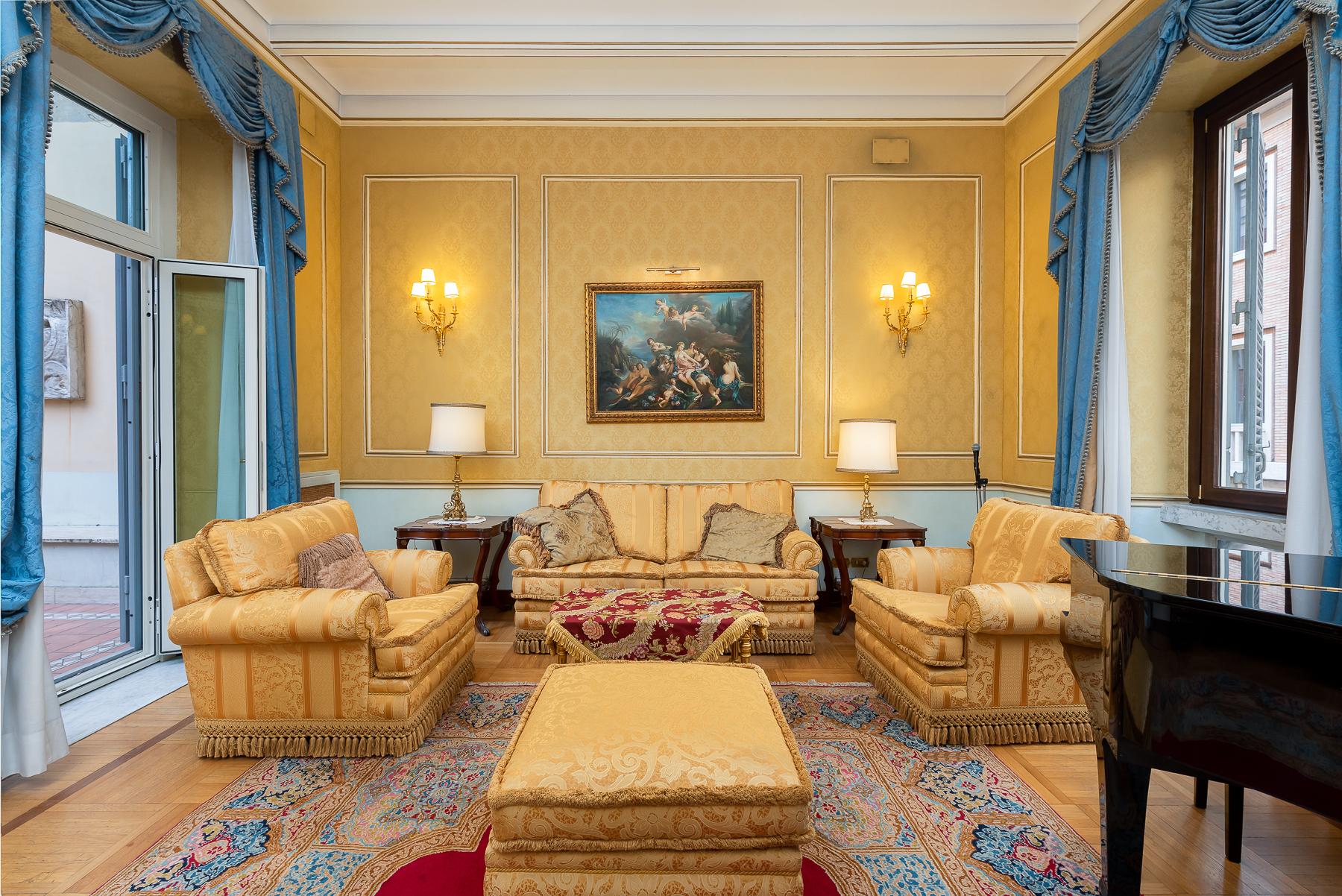 Appartamento in Vendita a Roma: 5 locali, 215 mq