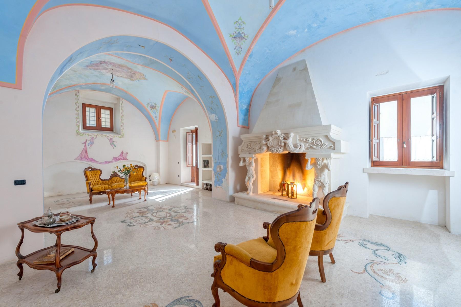 Palazzo in Vendita a Martano: 5 locali, 800 mq