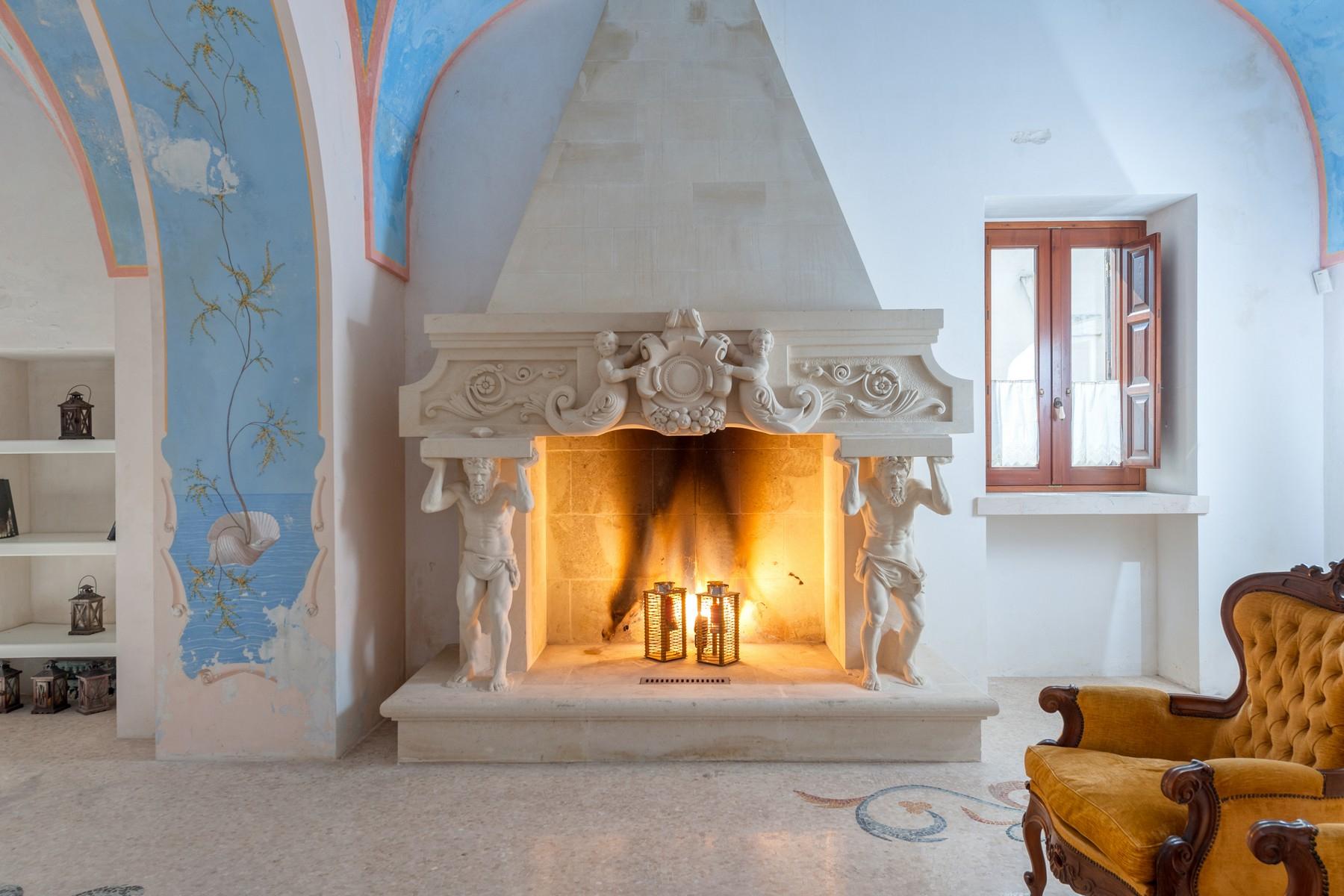 Palazzo in Vendita a Martano: 5 locali, 800 mq - Foto 2