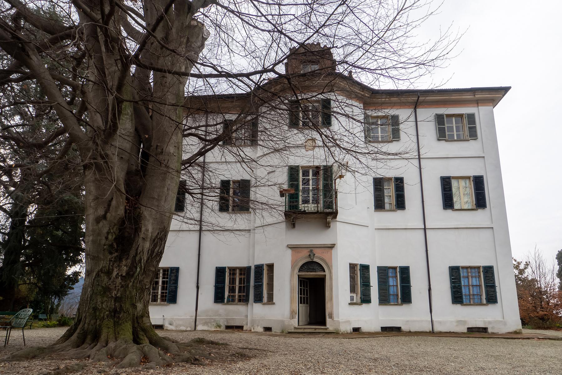 Villa in Vendita a Castagneto Po via po