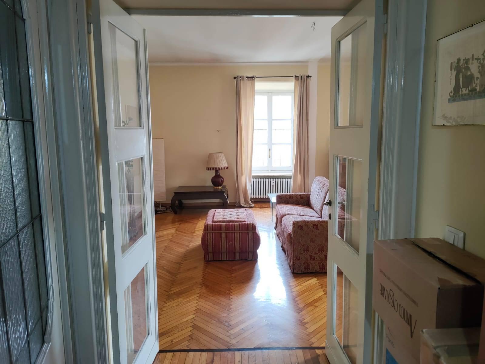 Appartamento in Affitto a Torino: 5 locali, 153 mq