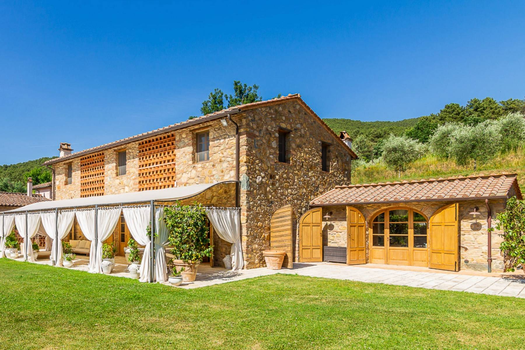 Villa in Vendita a Lucca: 5 locali, 1130 mq - Foto 3
