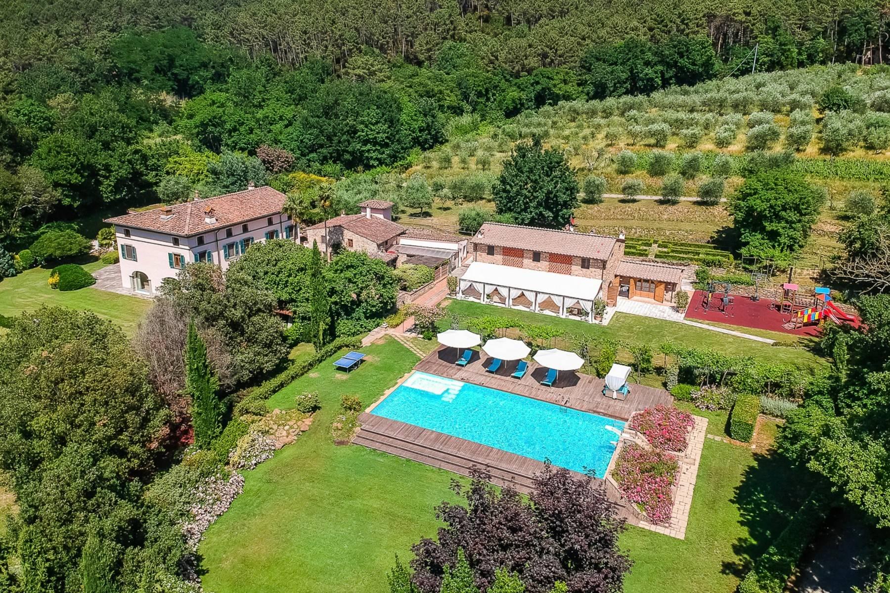 Villa in Vendita a Lucca: 5 locali, 1130 mq