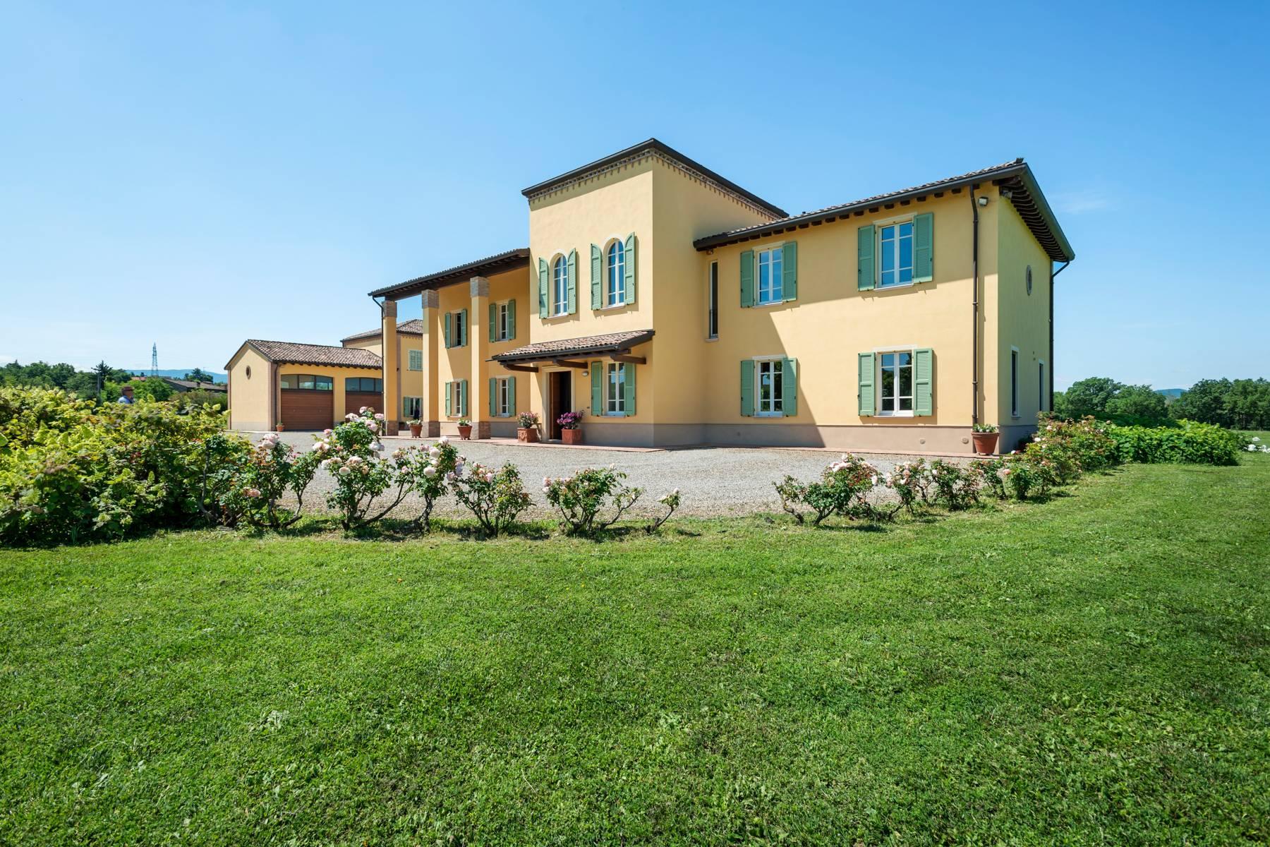 Villa in Vendita a Collecchio: 5 locali, 352 mq