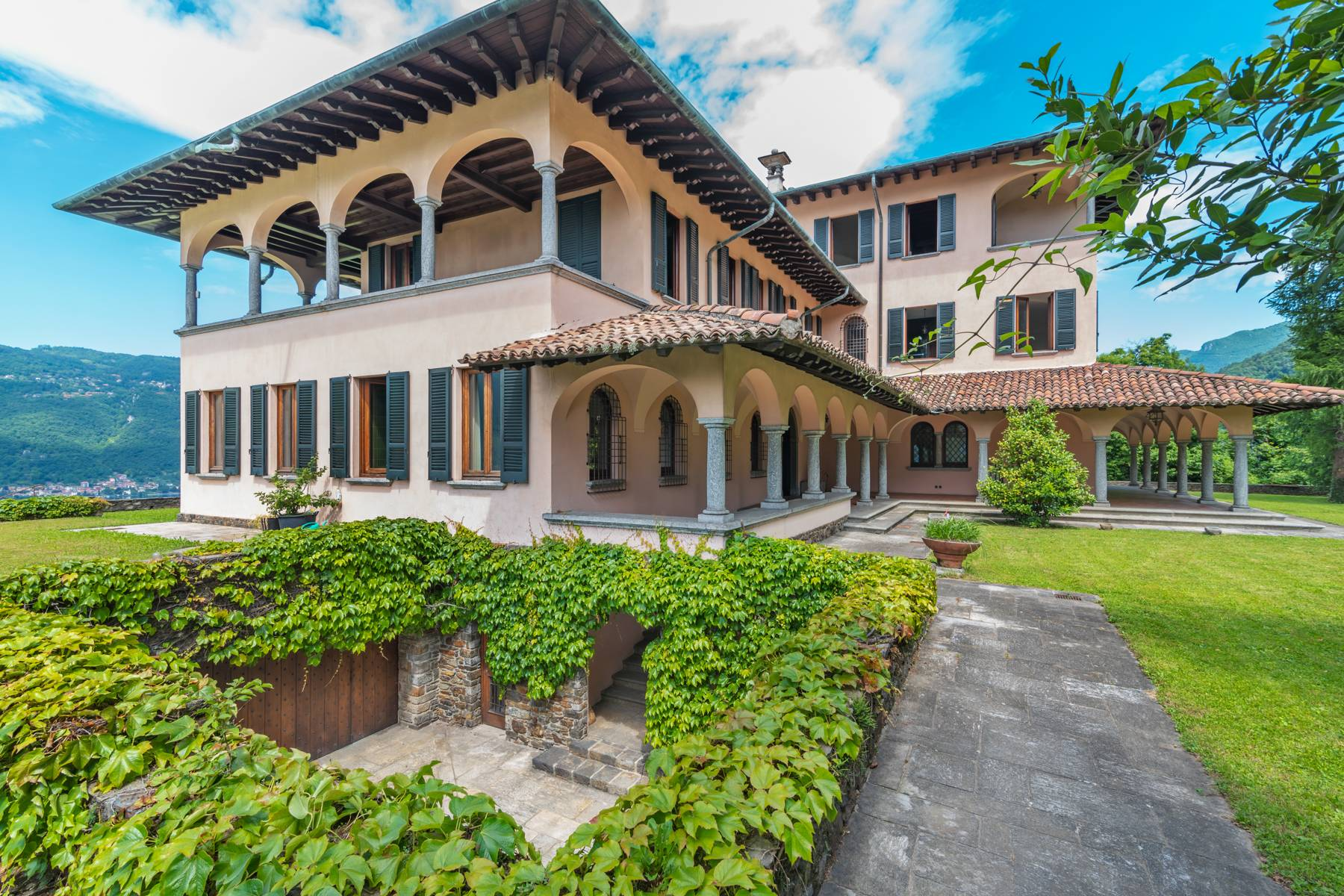 Villa in Vendita a Mandello Del Lario: 5 locali, 900 mq - Foto 2