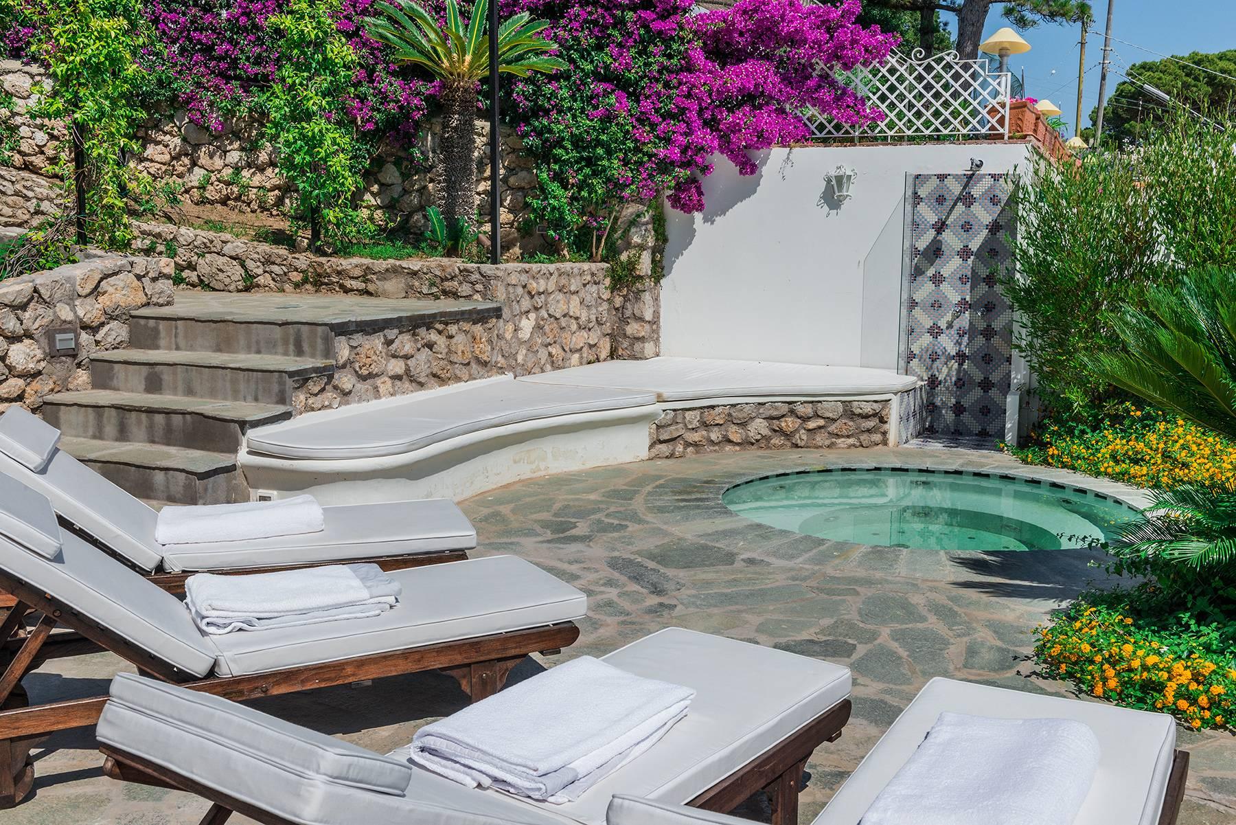 Villa in Vendita a Capri via matermania
