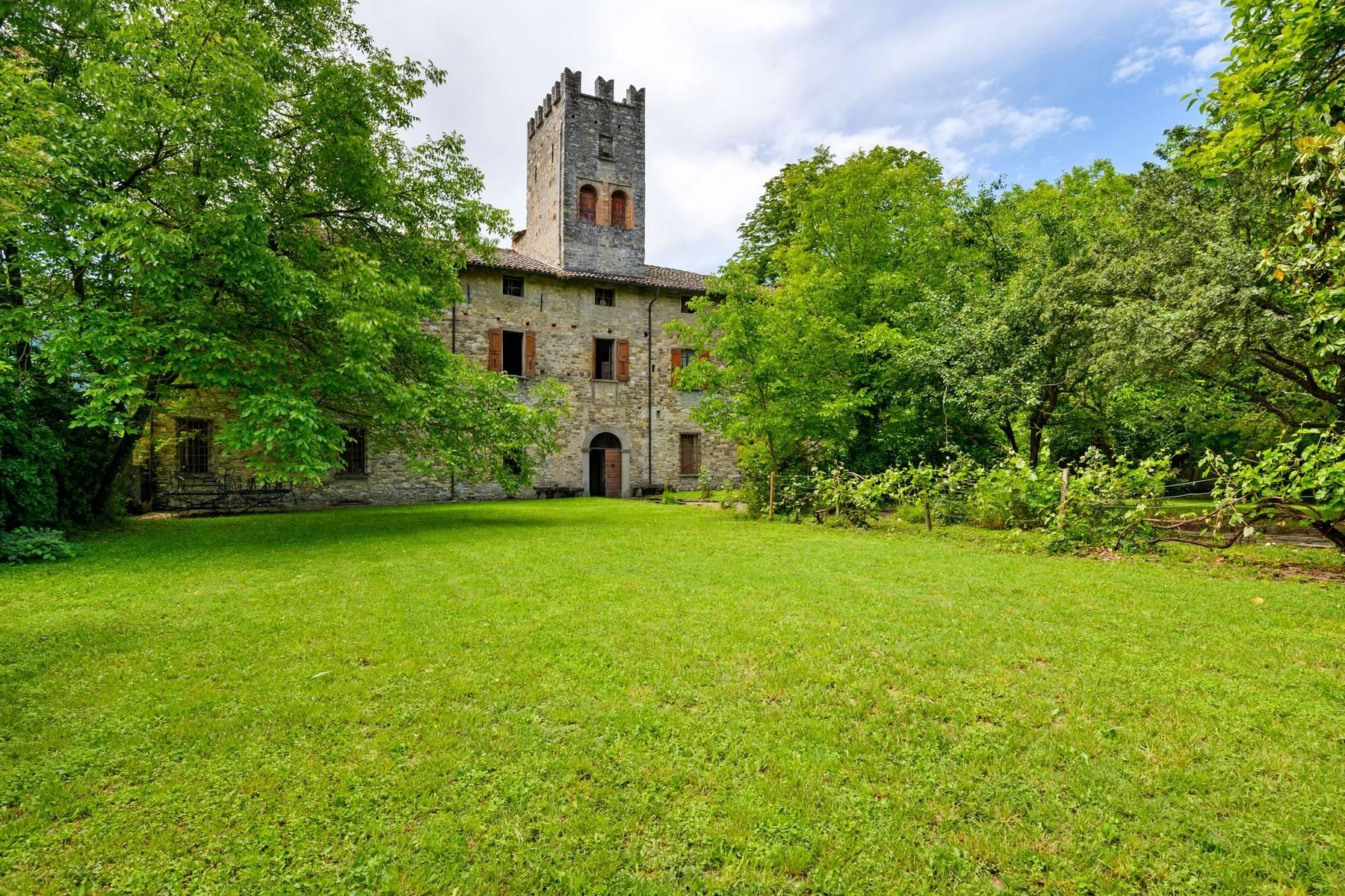 Villa in Vendita a Solignano: 5 locali, 3500 mq