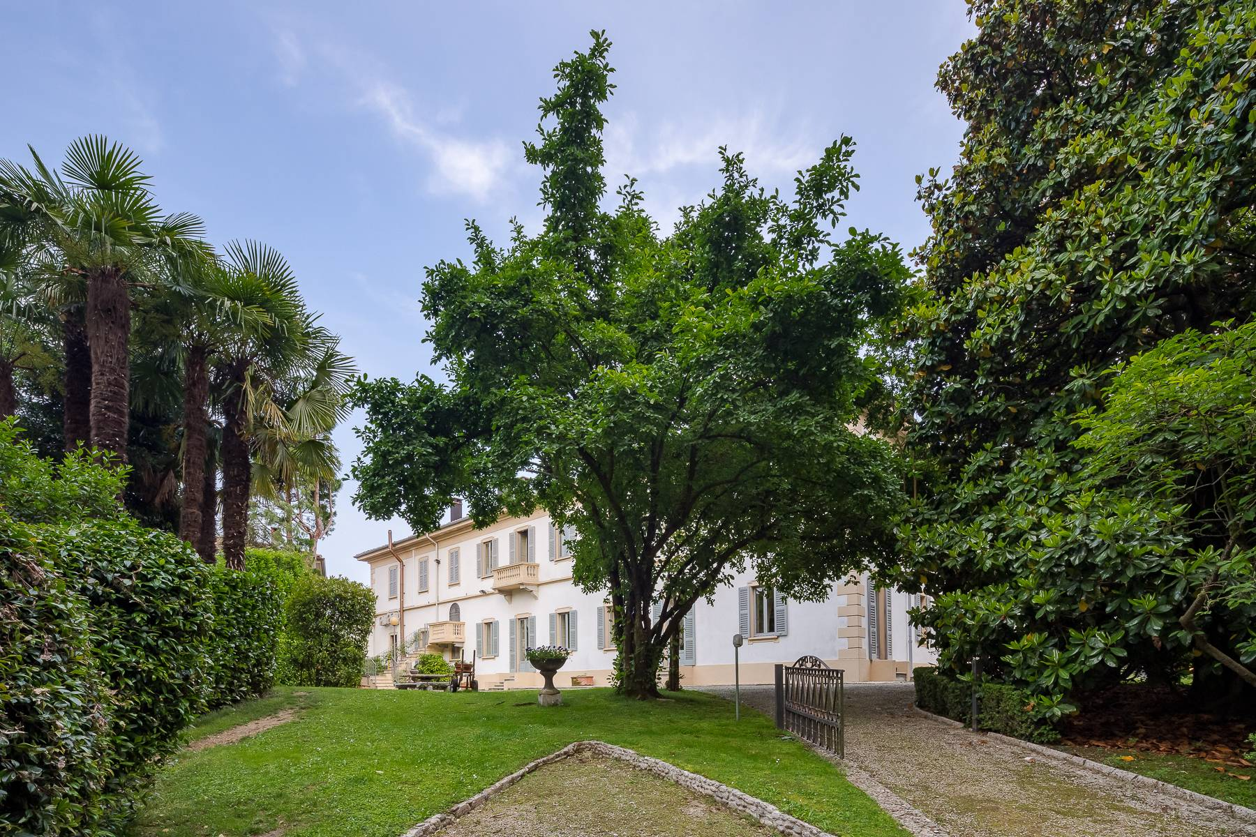 Villa in Vendita a Besana In Brianza: 5 locali, 1600 mq