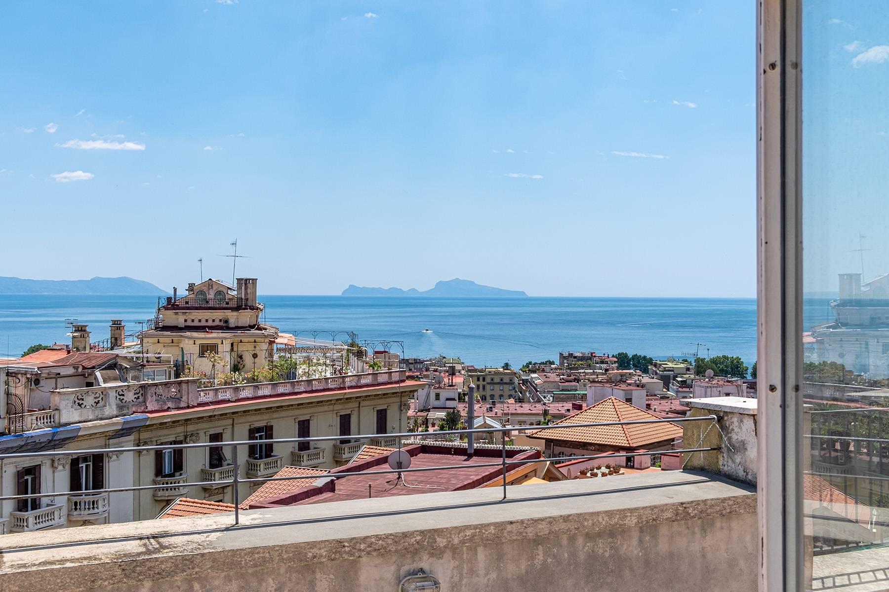 Attico in Vendita a Napoli: 5 locali, 180 mq