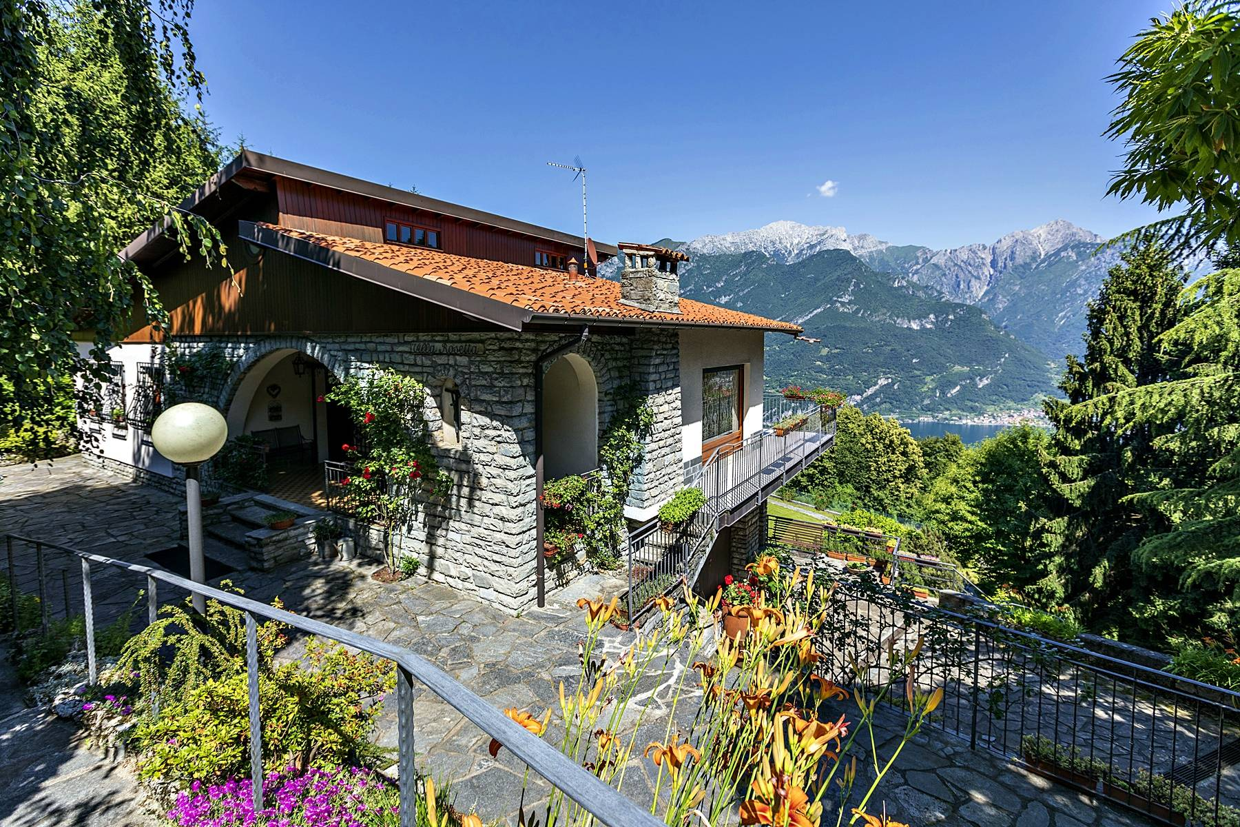 Villa in Vendita a Civenna via legnone