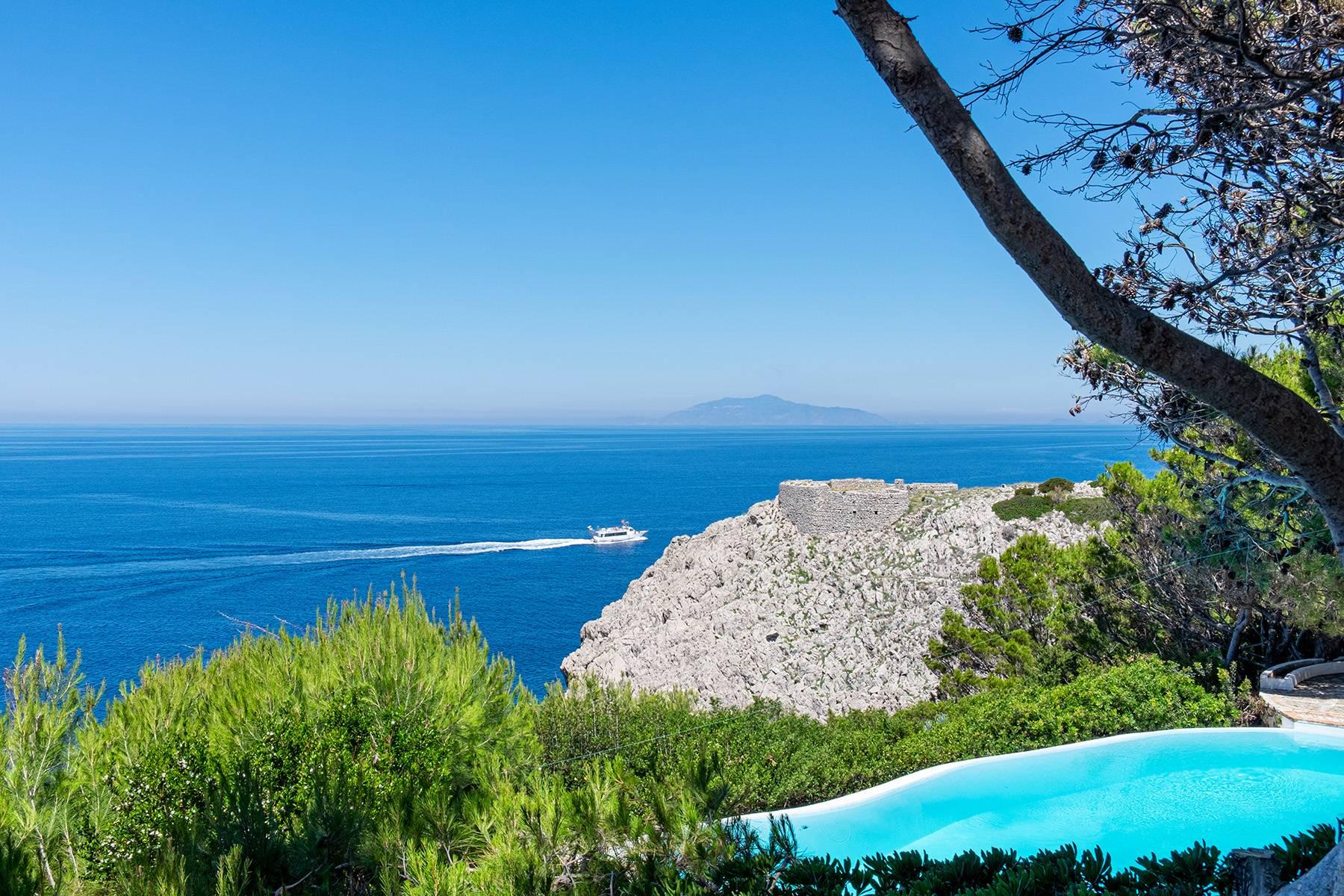 Villa in Vendita a Capri via mesola