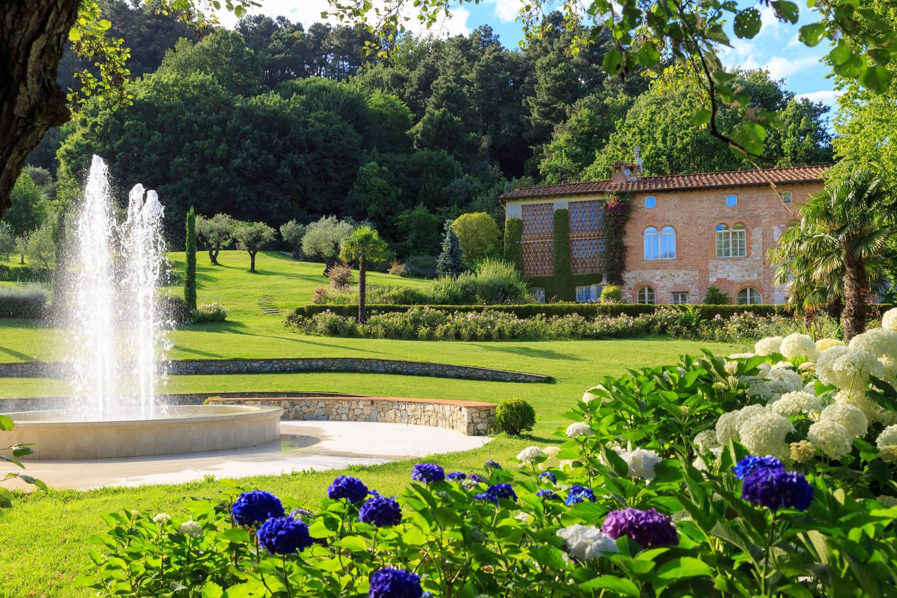 Villa in Vendita a Lucca: 5 locali, 1000 mq