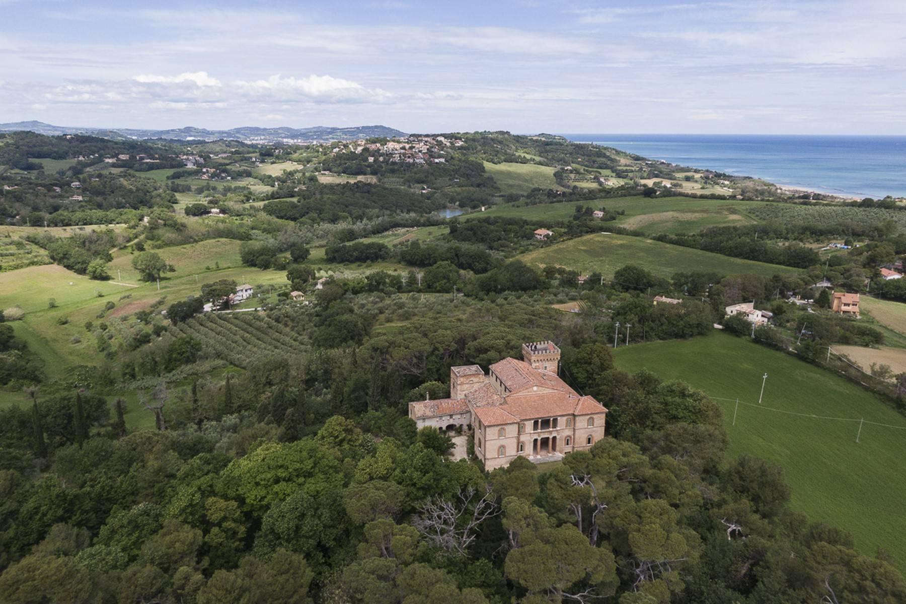 Villa in Vendita a Fano: 5 locali, 2300 mq - Foto 3