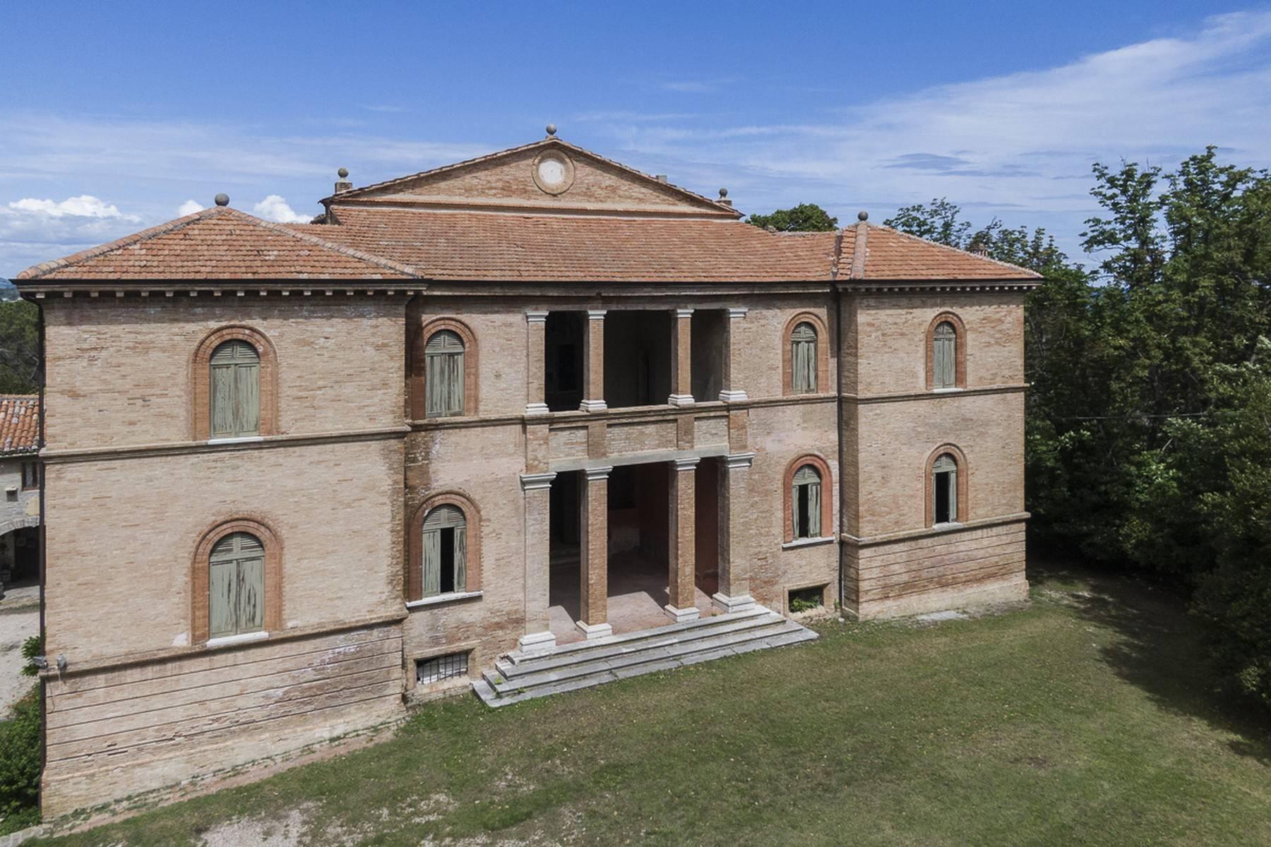 Villa in Vendita a Fano: 5 locali, 2300 mq - Foto 2