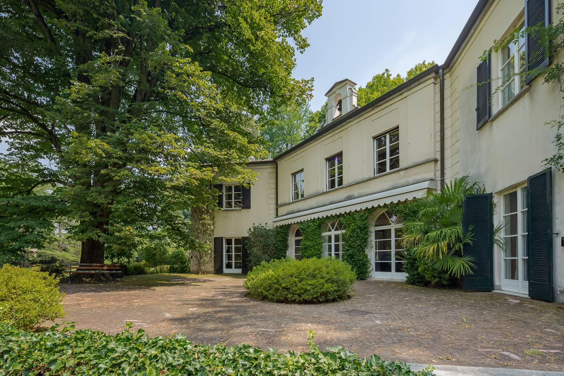 Villa in Vendita a Somma Lombardo: 5 locali, 750 mq - Foto 2