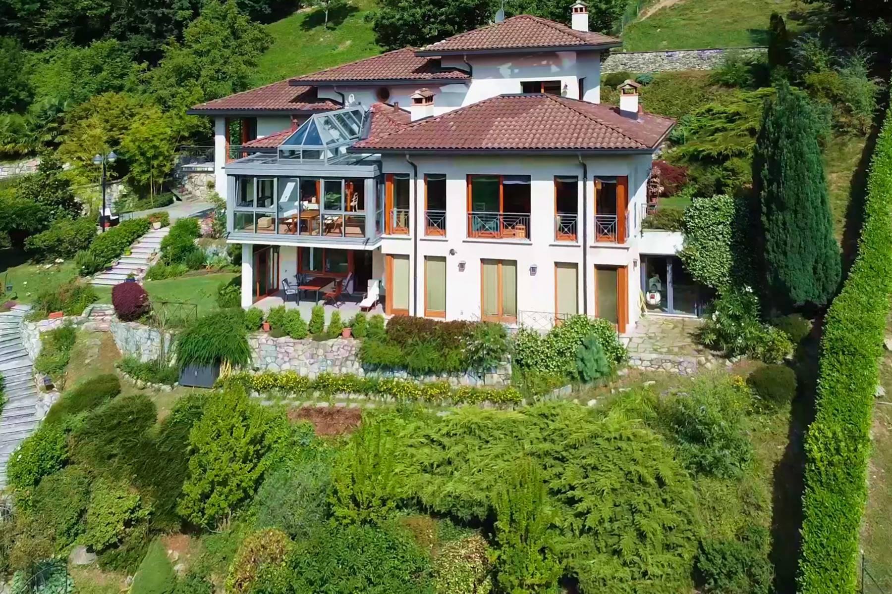 Villa in Vendita a Cerano D'Intelvi: 5 locali, 400 mq