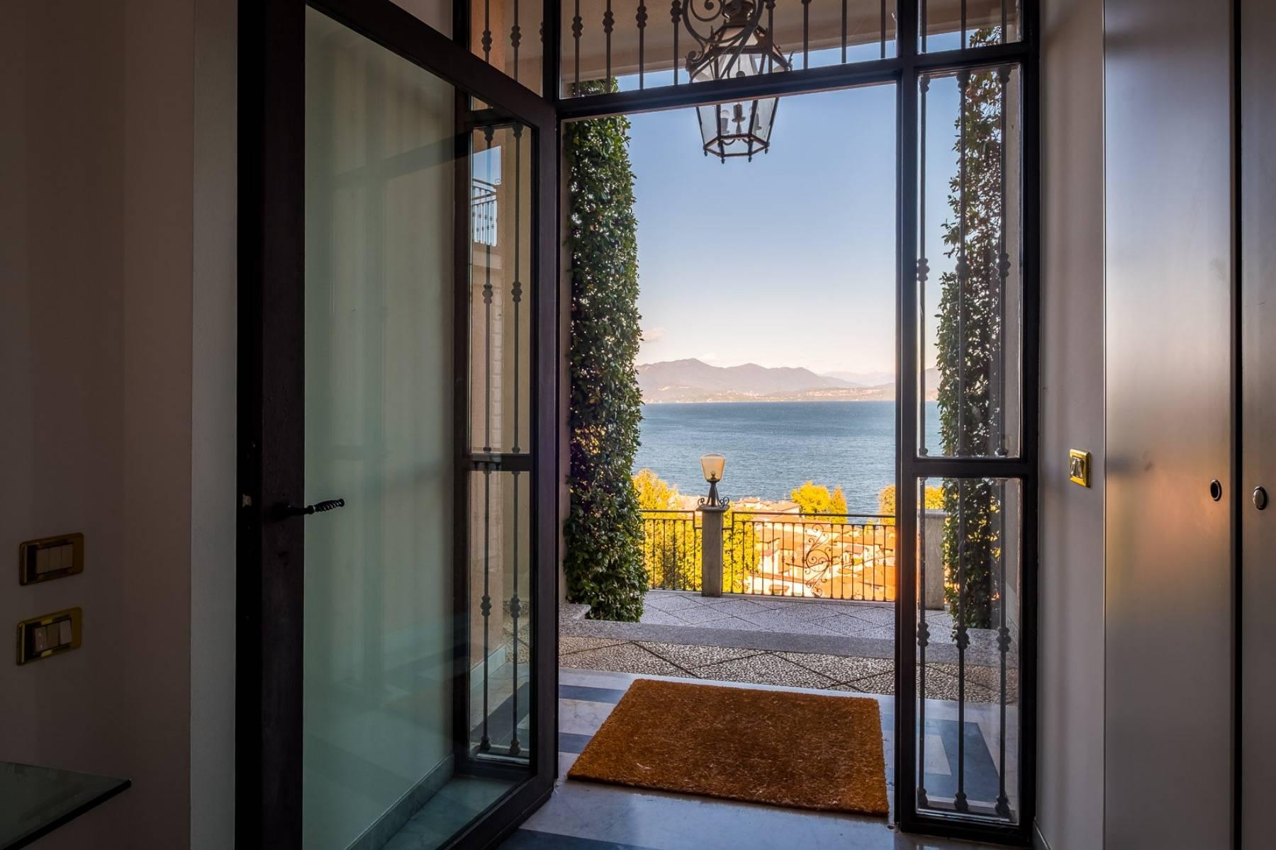 Villa in Vendita a Meina: 5 locali, 600 mq