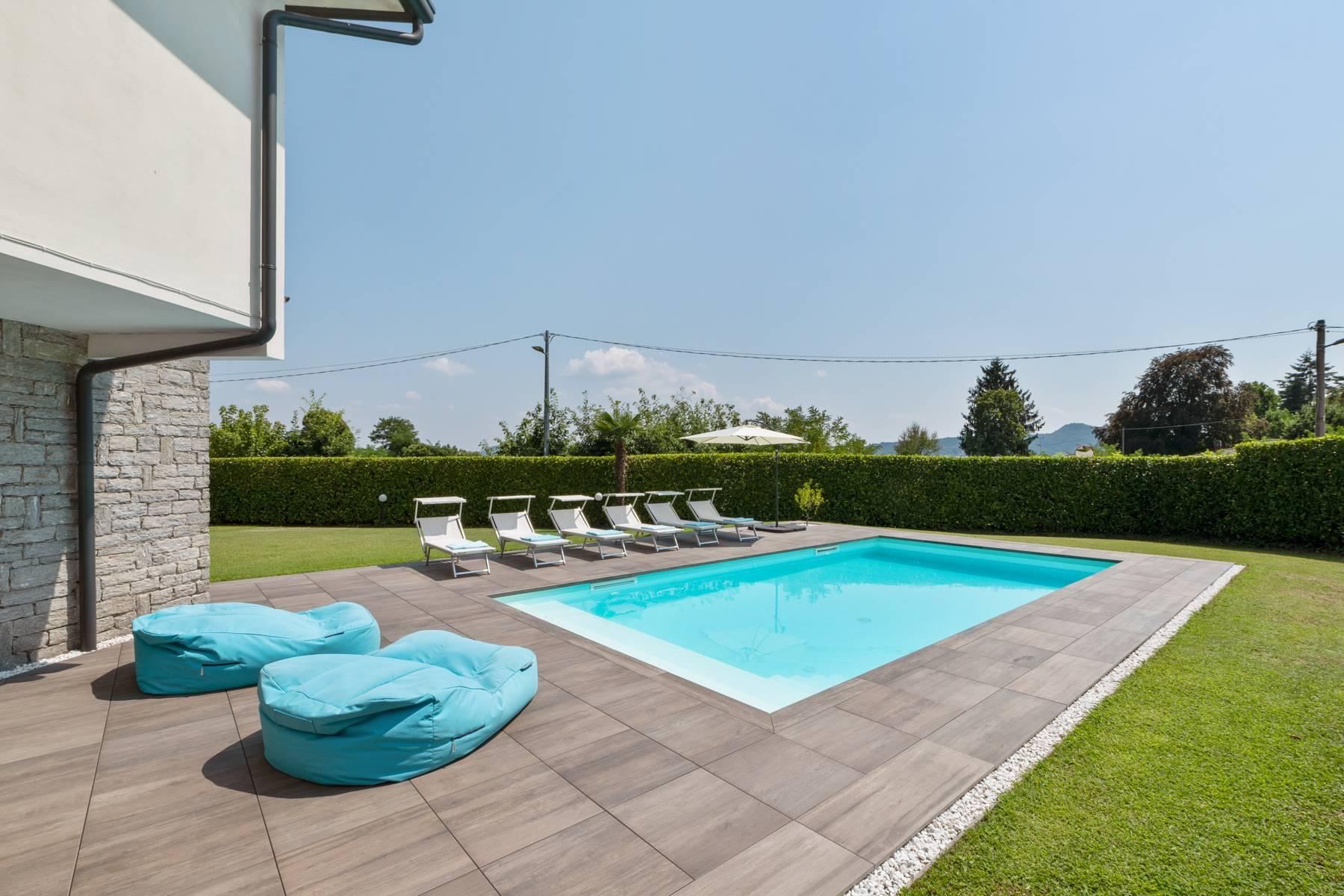 Villa in Vendita a Lesa: 5 locali, 295 mq - Foto 1