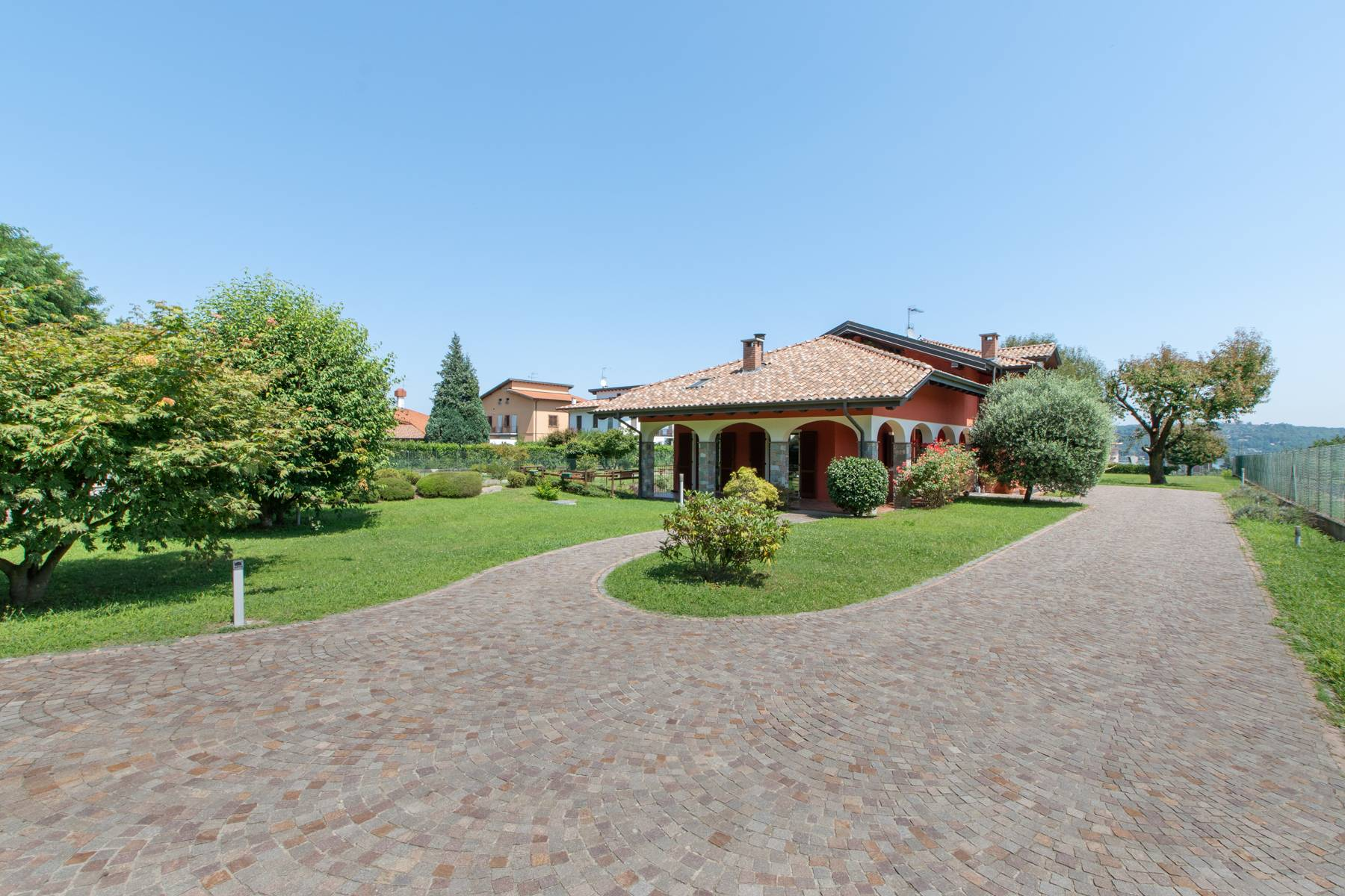 Villa in Vendita a Dormelletto via g. pascoli