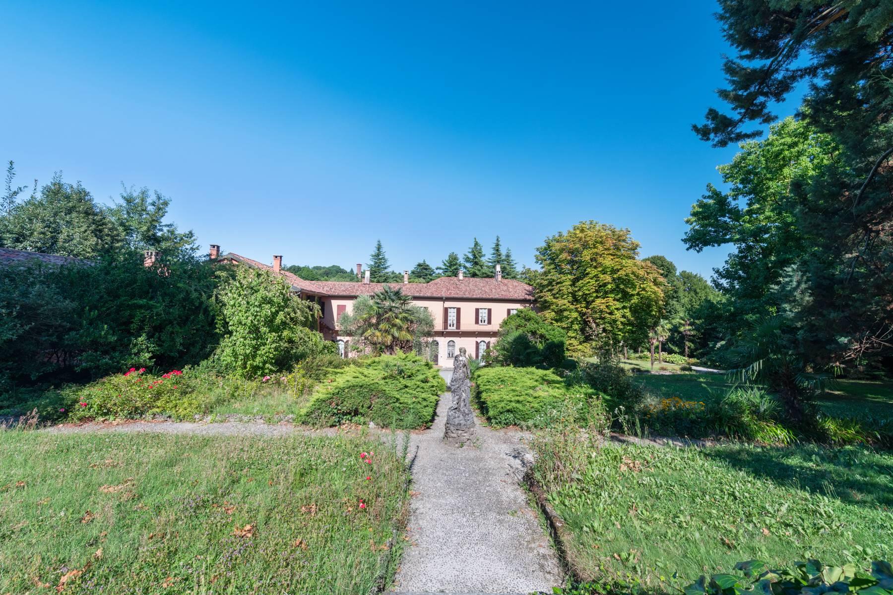 Villa in Vendita a Merate: 5 locali, 1200 mq