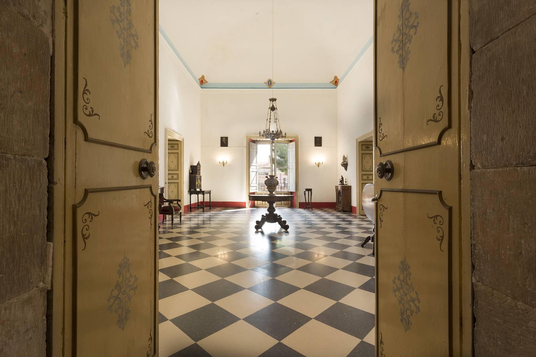 Villa in Vendita a Comiso: 5 locali, 680 mq - Foto 2
