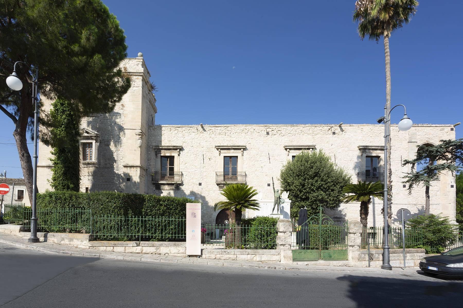 Villa in Vendita a Comiso: 5 locali, 680 mq