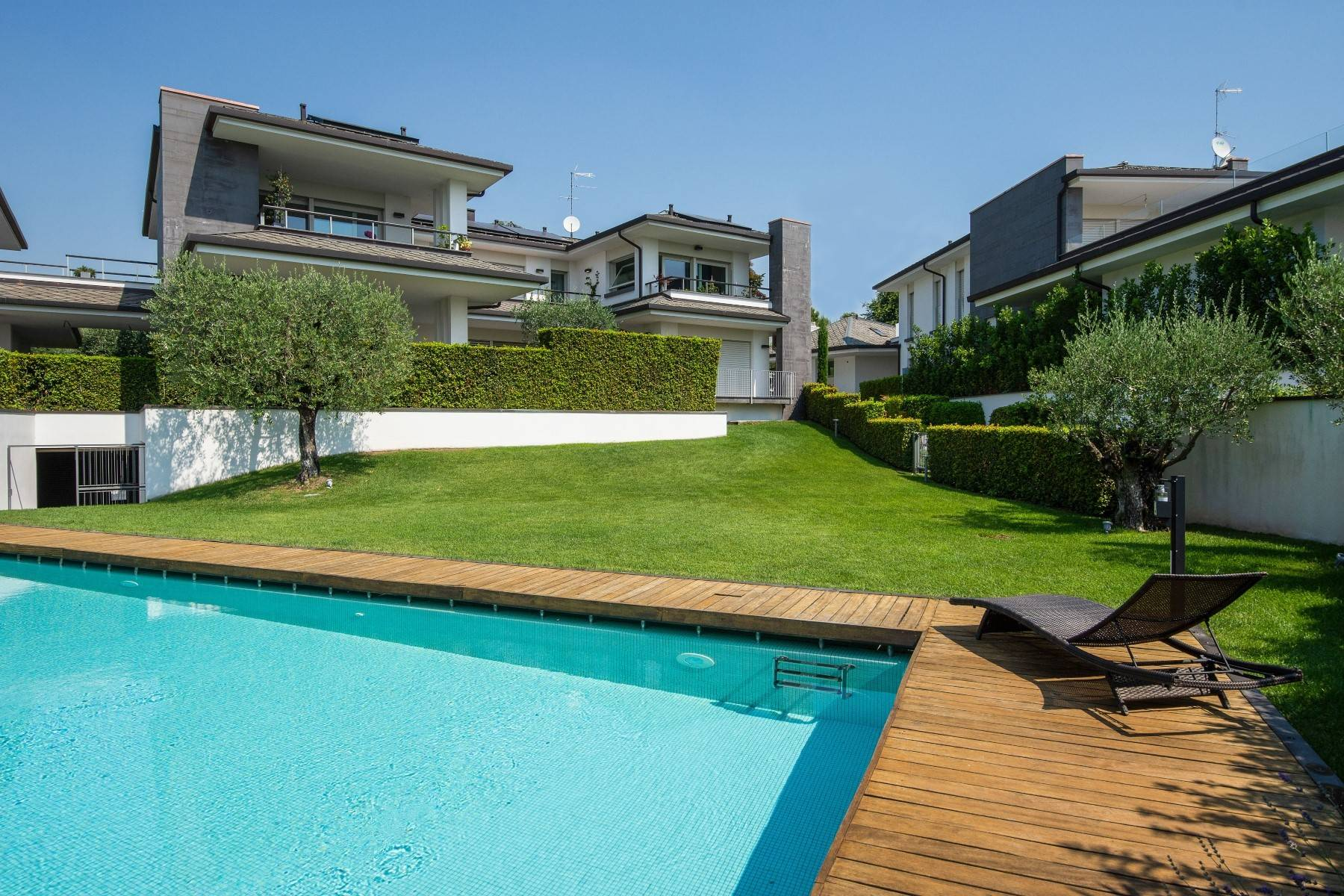 Appartamento in Vendita a Padenghe Sul Garda via monte
