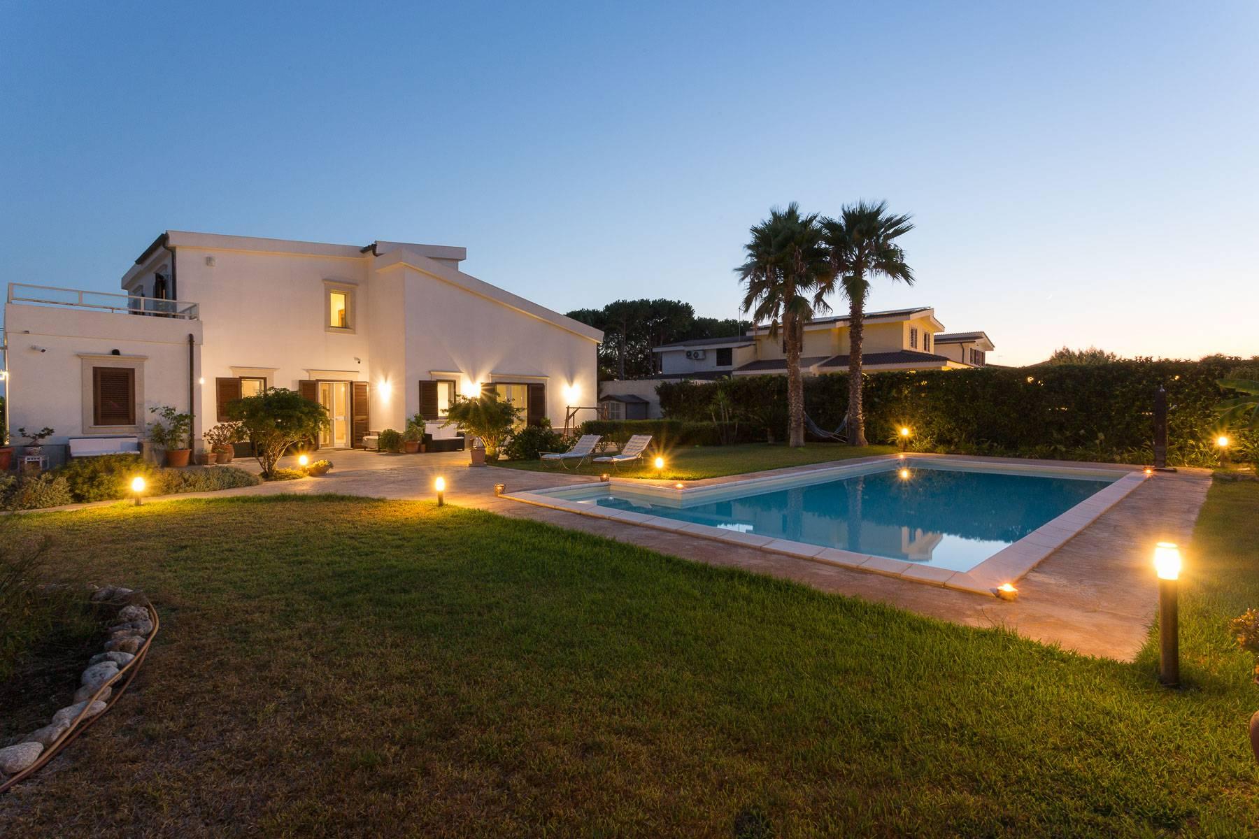 Villa in Vendita a Siracusa: 5 locali, 200 mq