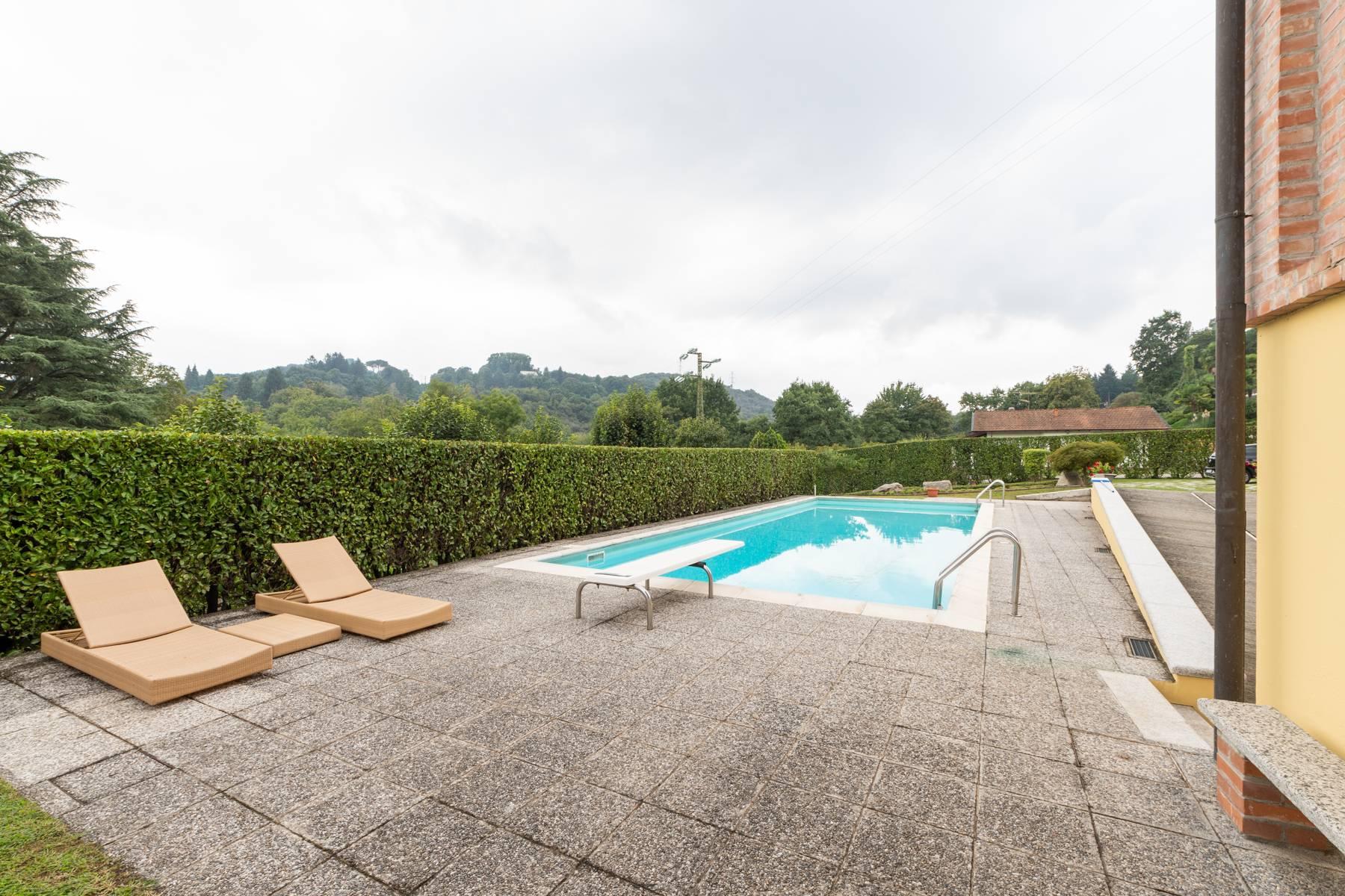Villa in Vendita a Arona: 5 locali, 350 mq - Foto 2